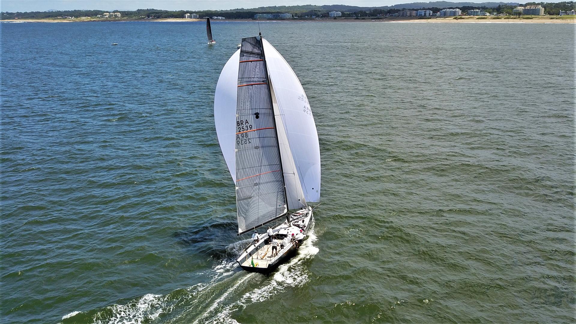 Se tratóde una regata de aproximadamente 35 horas en donde el Río de la Platatenía preparadavarias sorpresa para los competidores