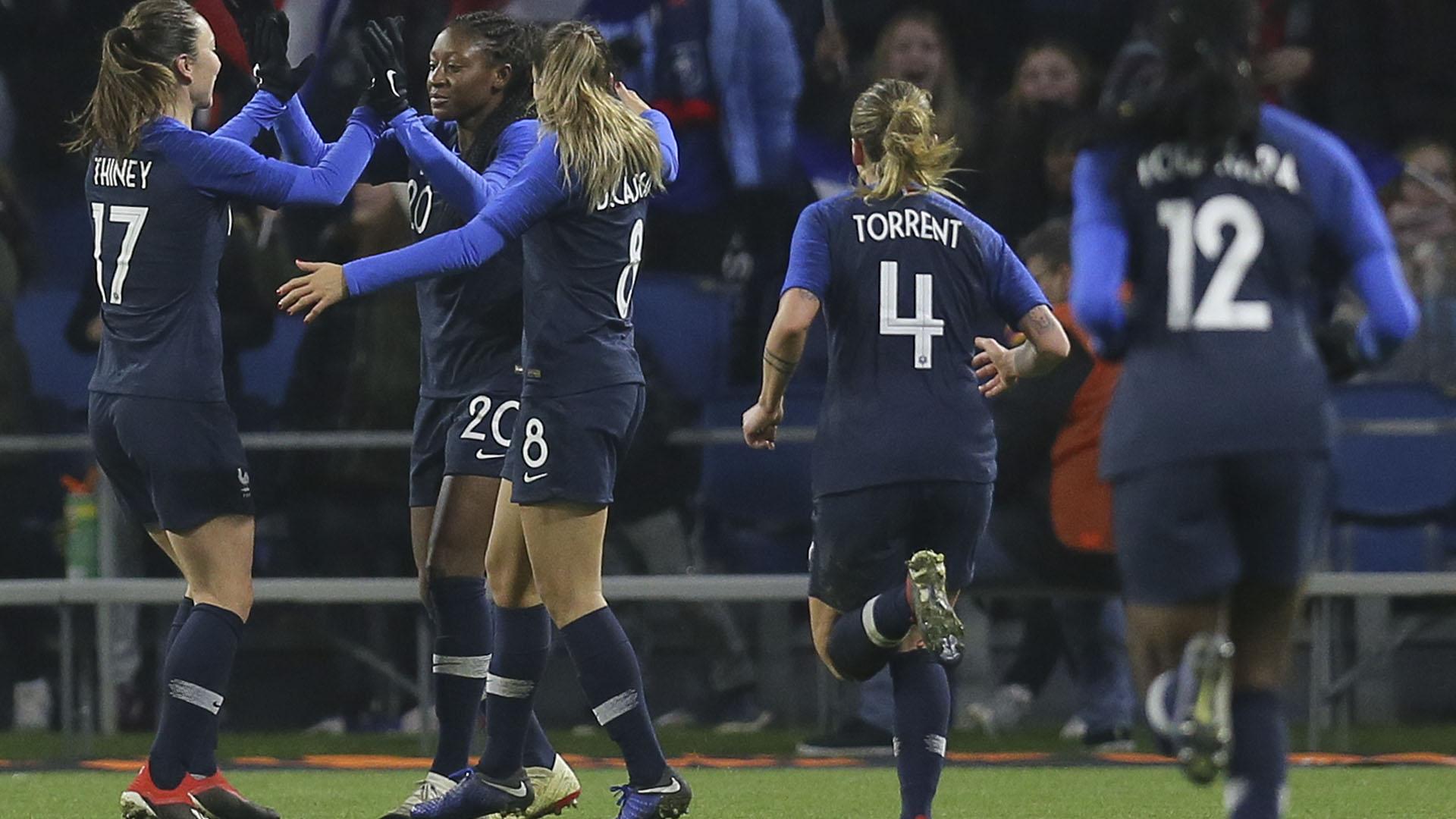 Las francesas celebraron el tirunfo ante su público (AP)