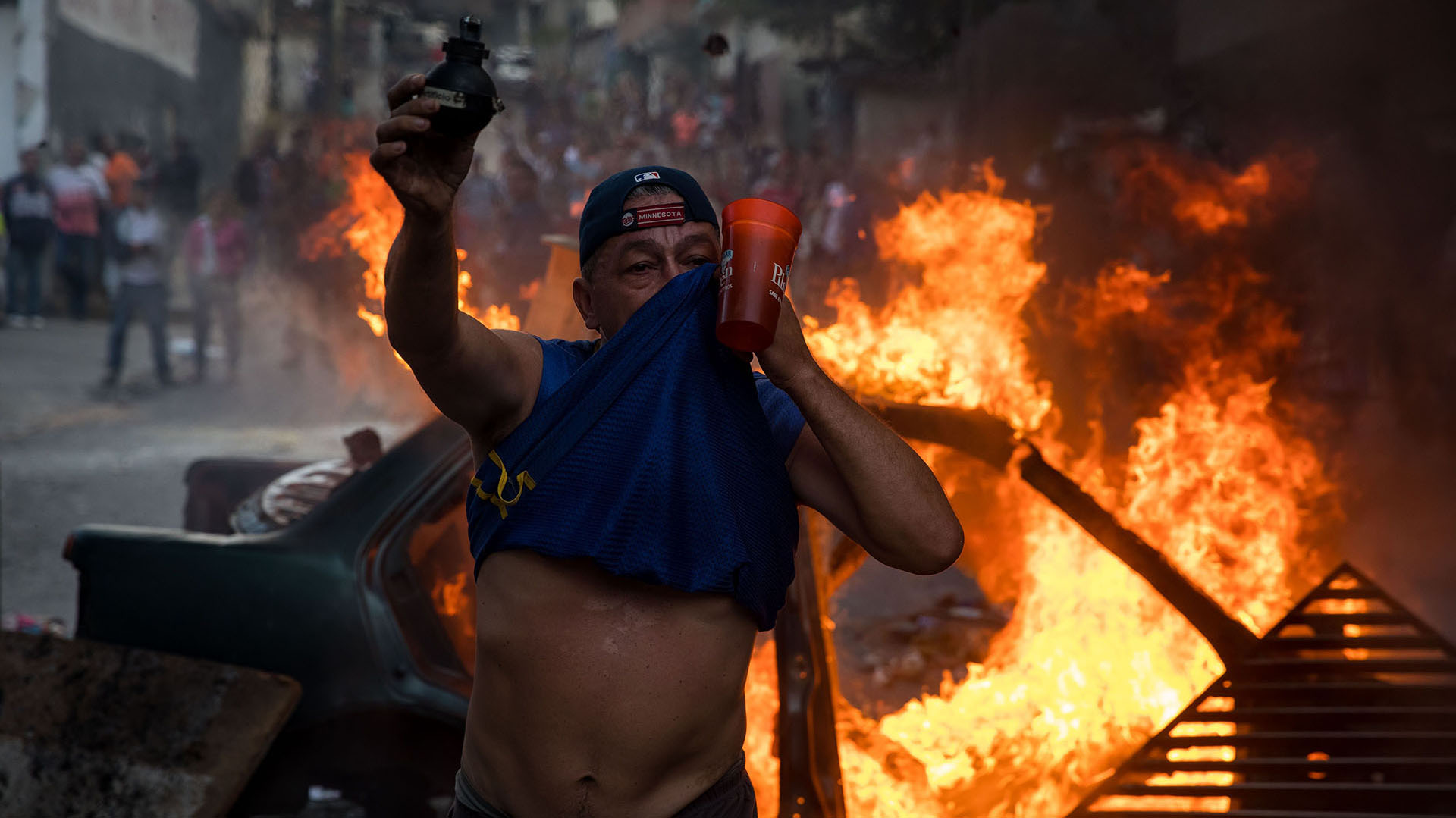 """""""Salgan a las calles a manifestar. La FANB está unida para restablecer el hilo constitucional"""", pidió uno de los militares en un video colgado en las redes"""