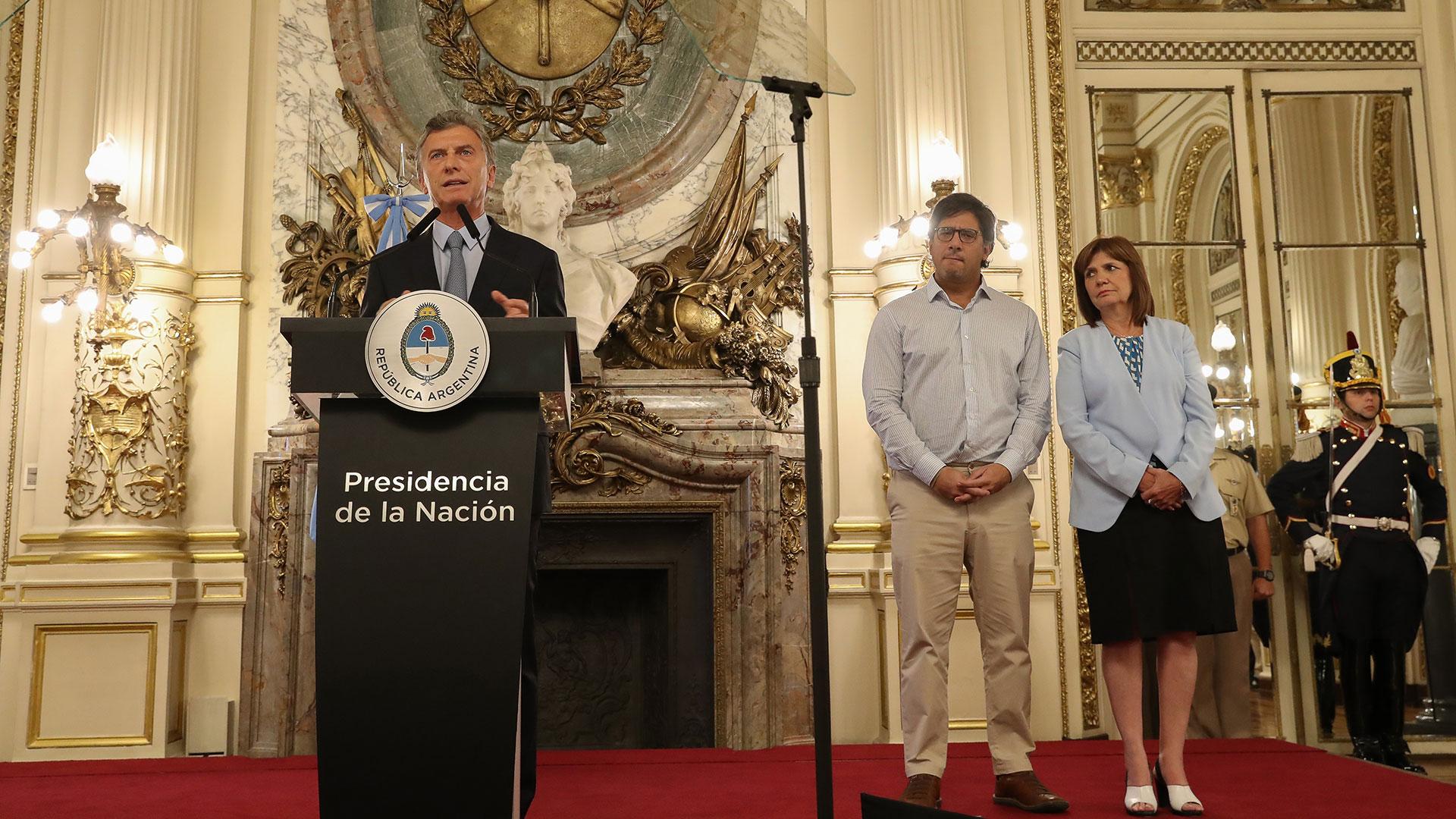 El presidente Mauricio Macri junto al ministro de Justicia, Germán Garavano, y la ministra de Seguridad, Patricia Bullrich (Prensa Presidencia)