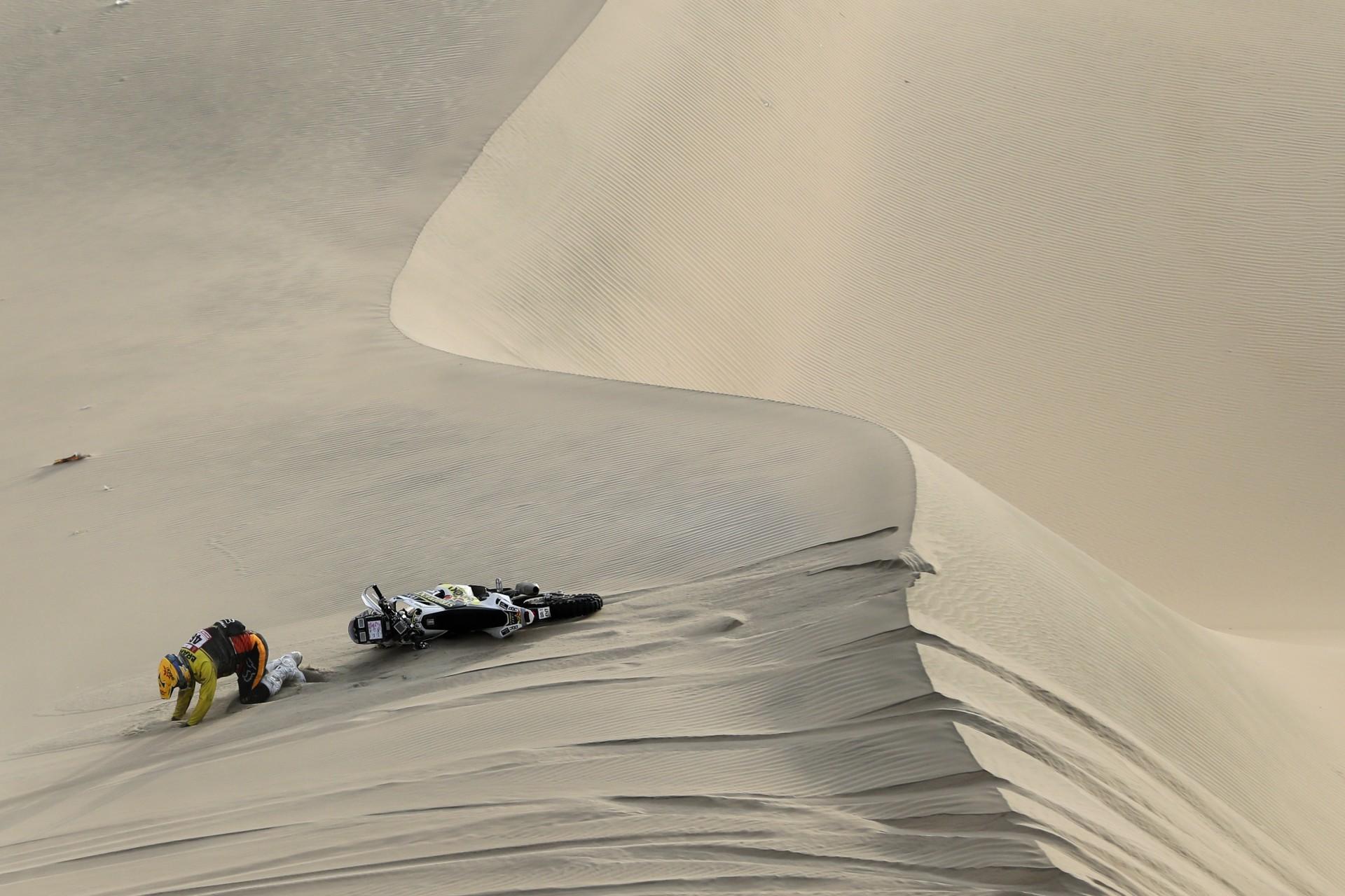Jan Brabec de la República Checa durante la novena etapa del Rally Dakar en Pisco, Perú, miércoles 16 de enero de 2019.