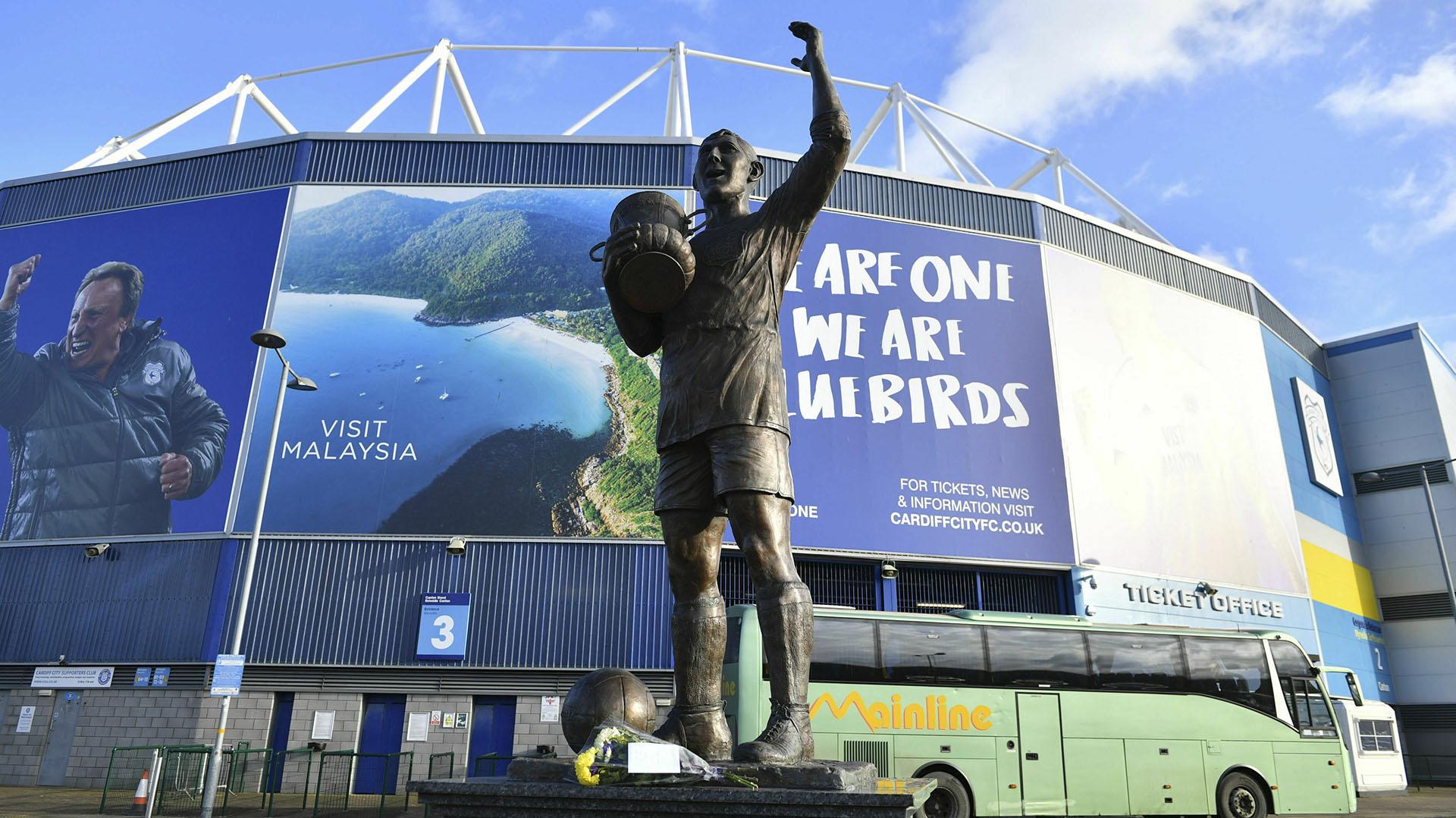 También hubo ofrendas en la puerta del estadio del Cardiff City