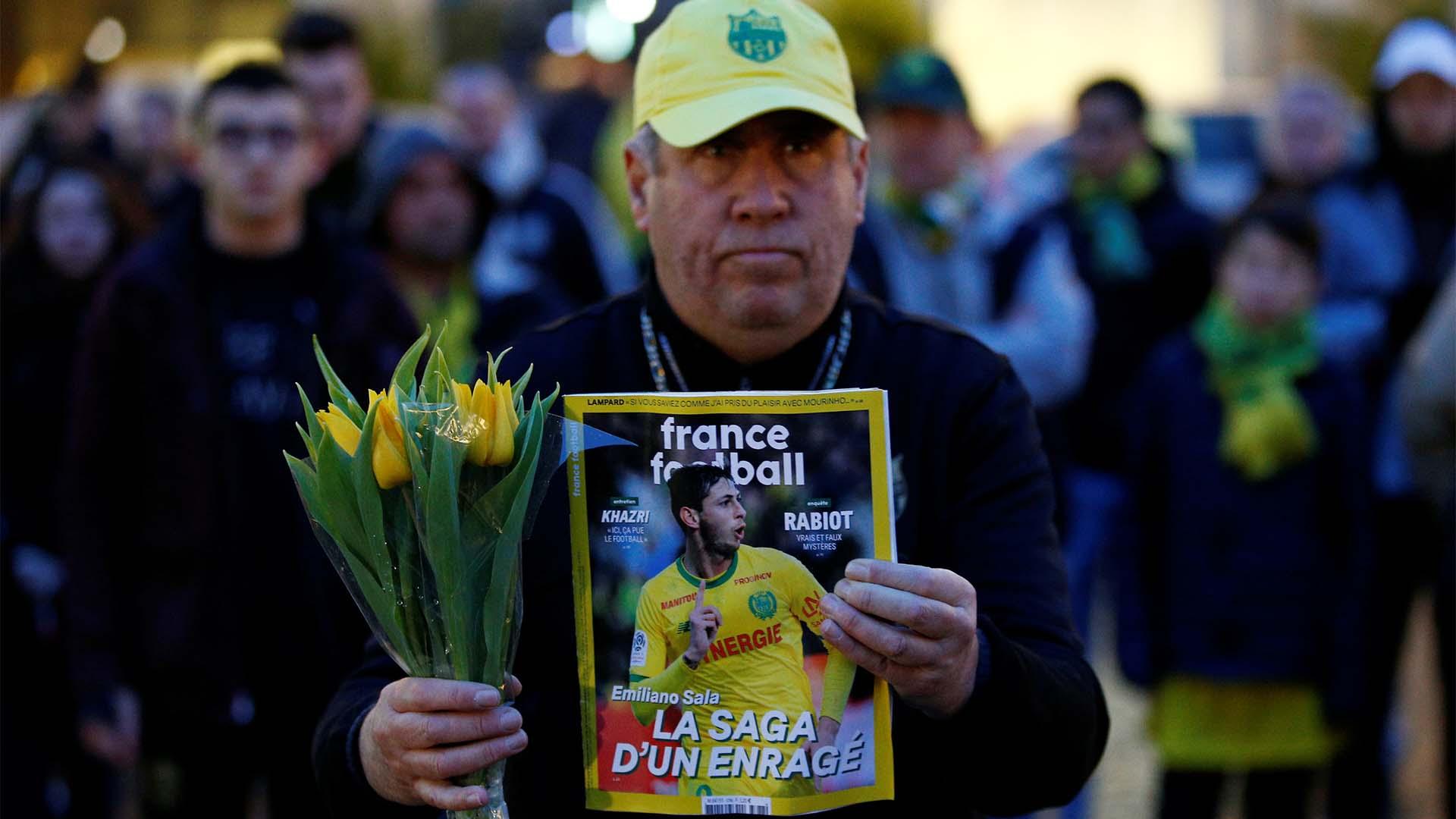 Luego de conocerse el accidente, hinchas del Nantes homenajearon al goleador en su ciudad
