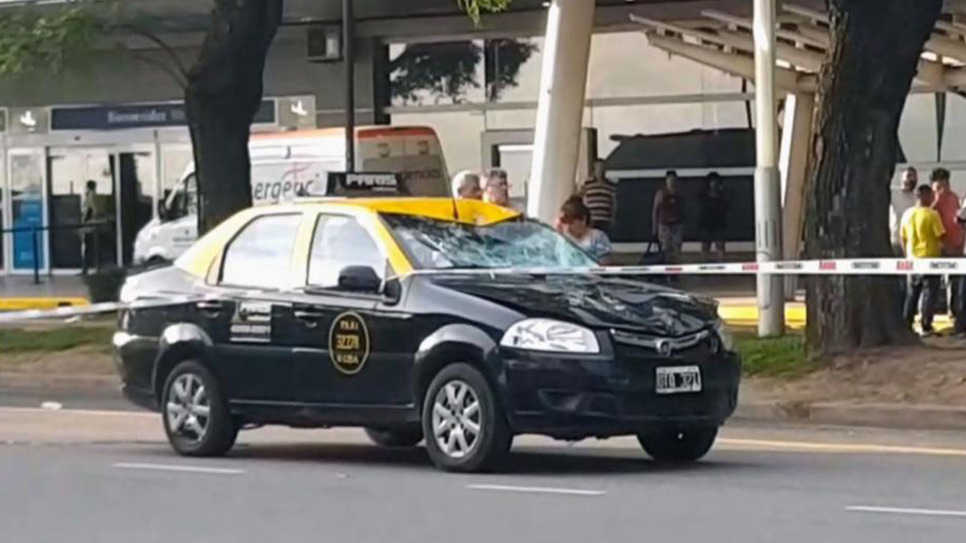 Así quedó el taxi