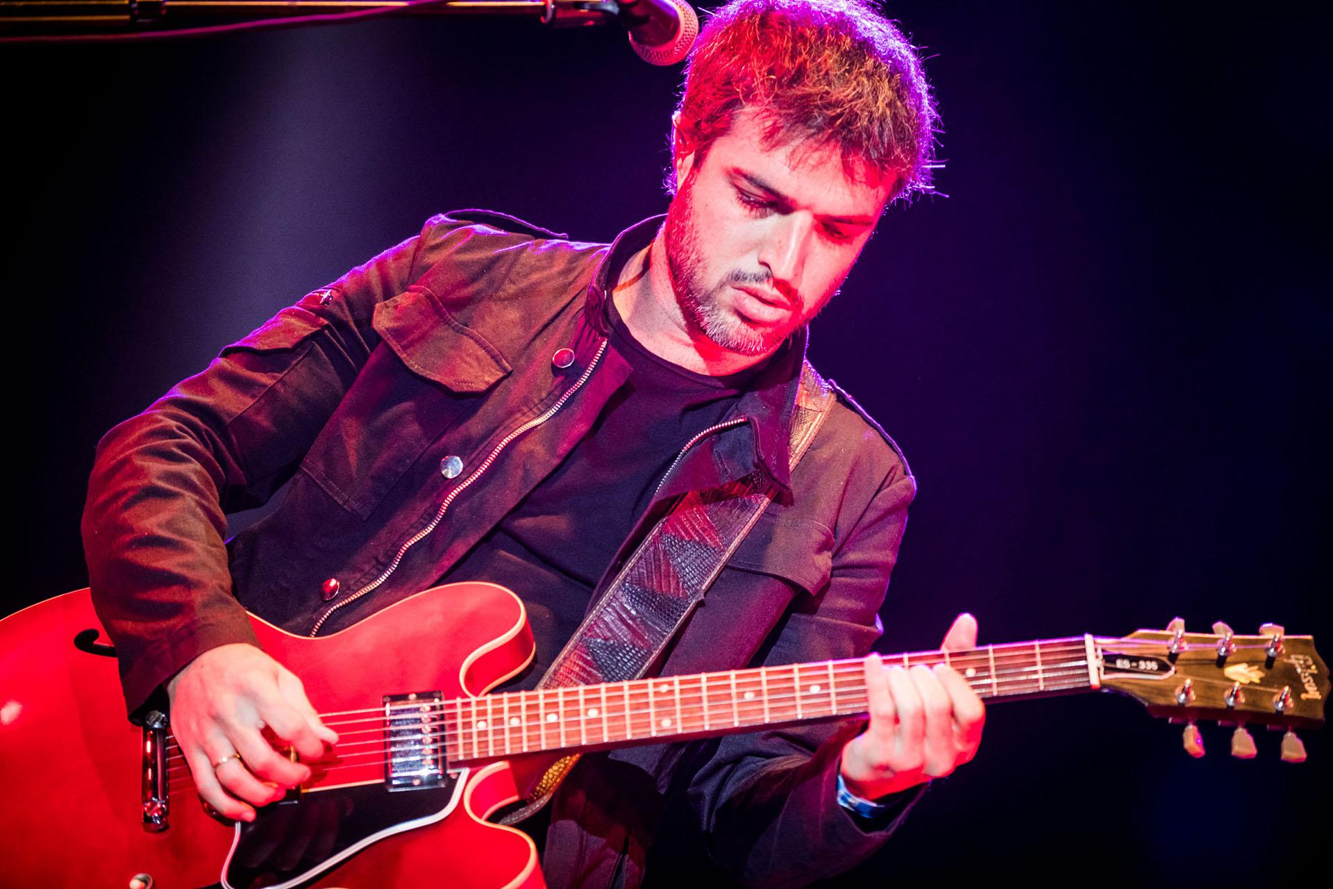 Ale Kurz, de El Bordo, uno de los integrantes de la súper banda que formó Pastorutti