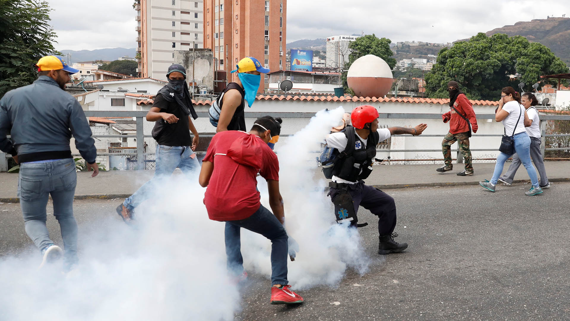 En un contexto de presión internacional por el desconocimiento de un nuevo período de gobierno y de protestas y cacerolazos en su contra, Maduro aseguró la noche del martes que nada intimida al oficialismo