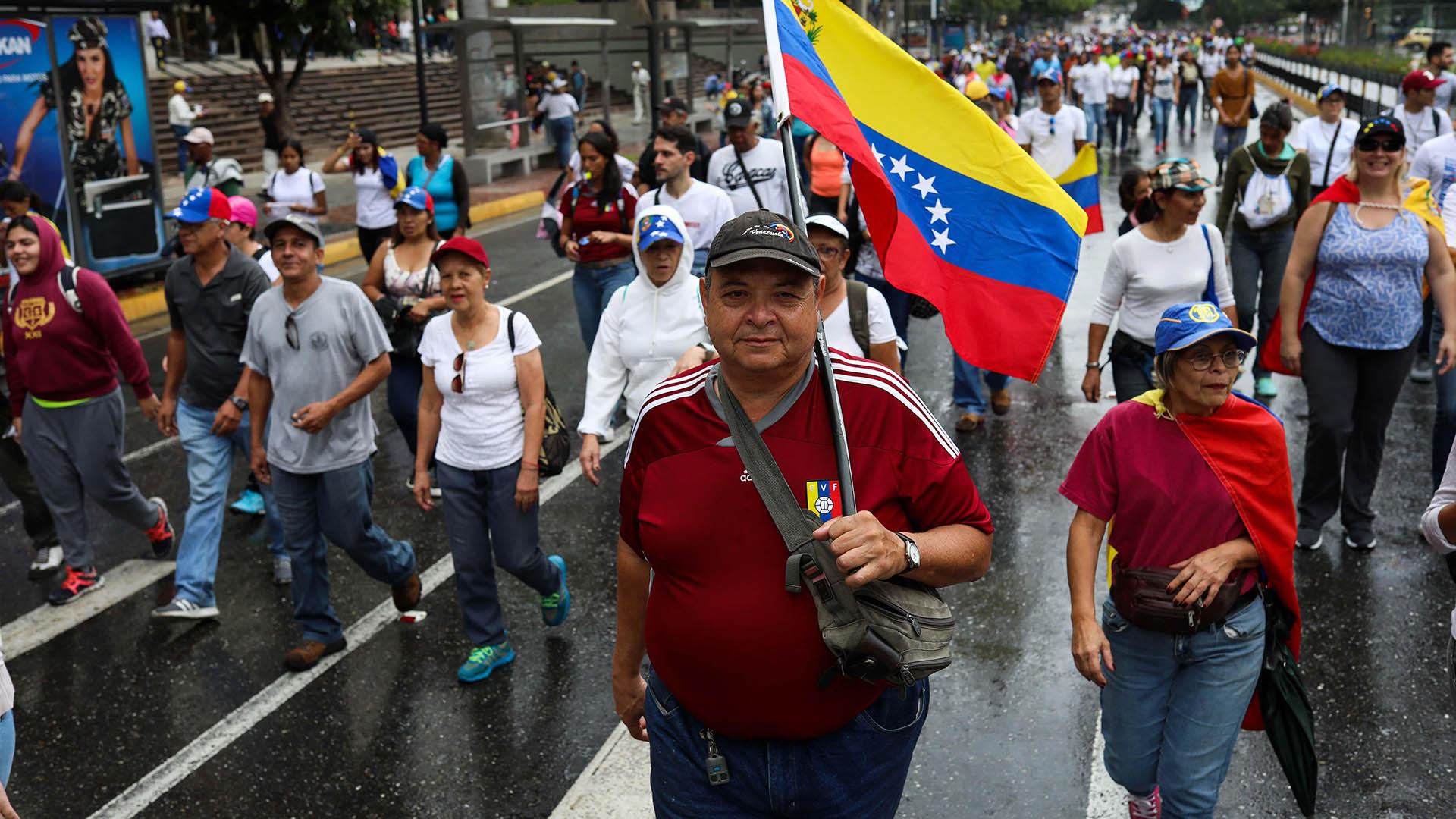 Las manifestaciones ocurren en medio de la peor crisis en la historia moderna del país petrolero, que sufre escasez de alimentos y medicinas y una hiperinflación que el FMI proyecta en 10.000.000% para 2019