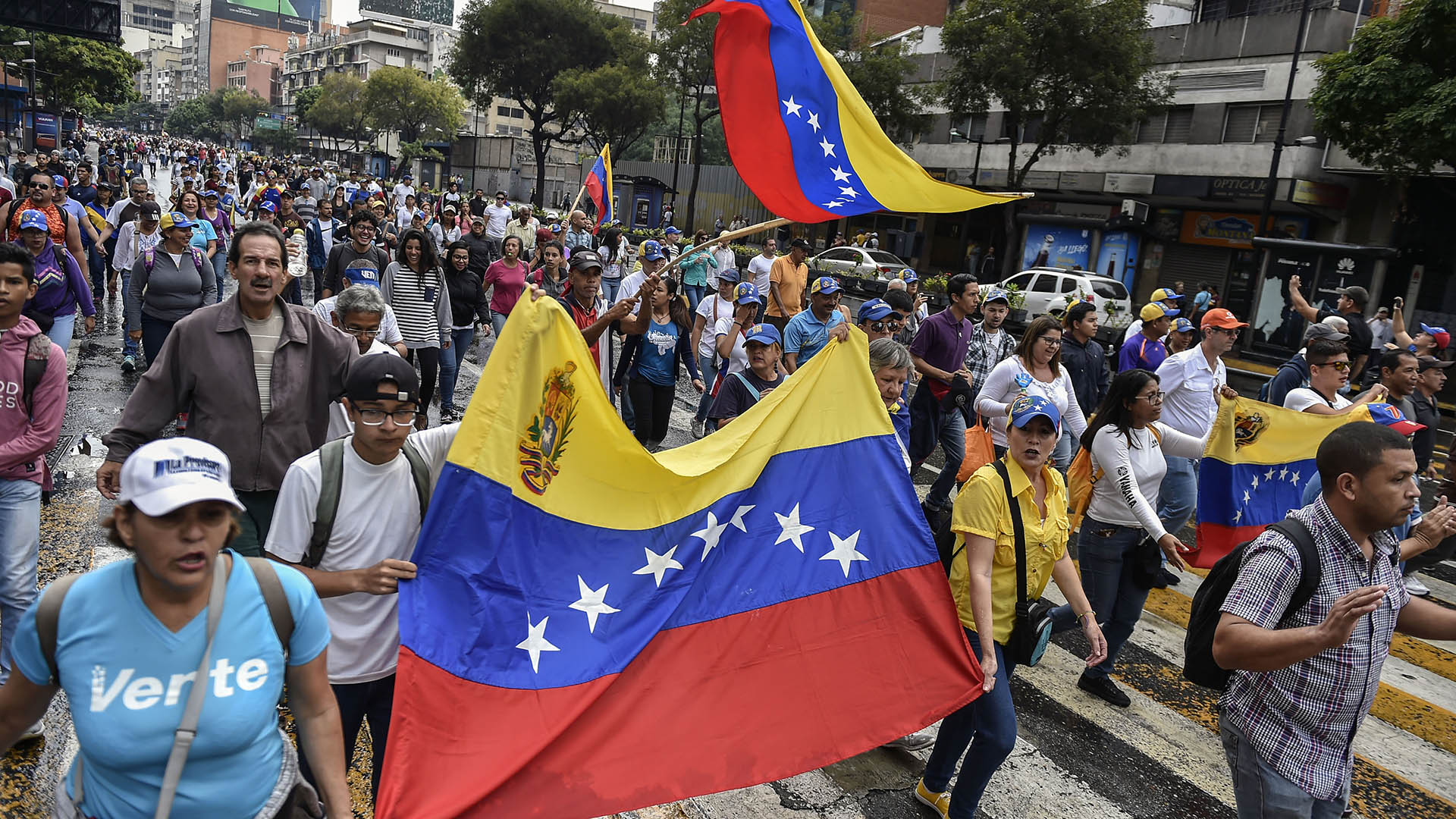 Miles de personas protestan en Caracas contra el régimen