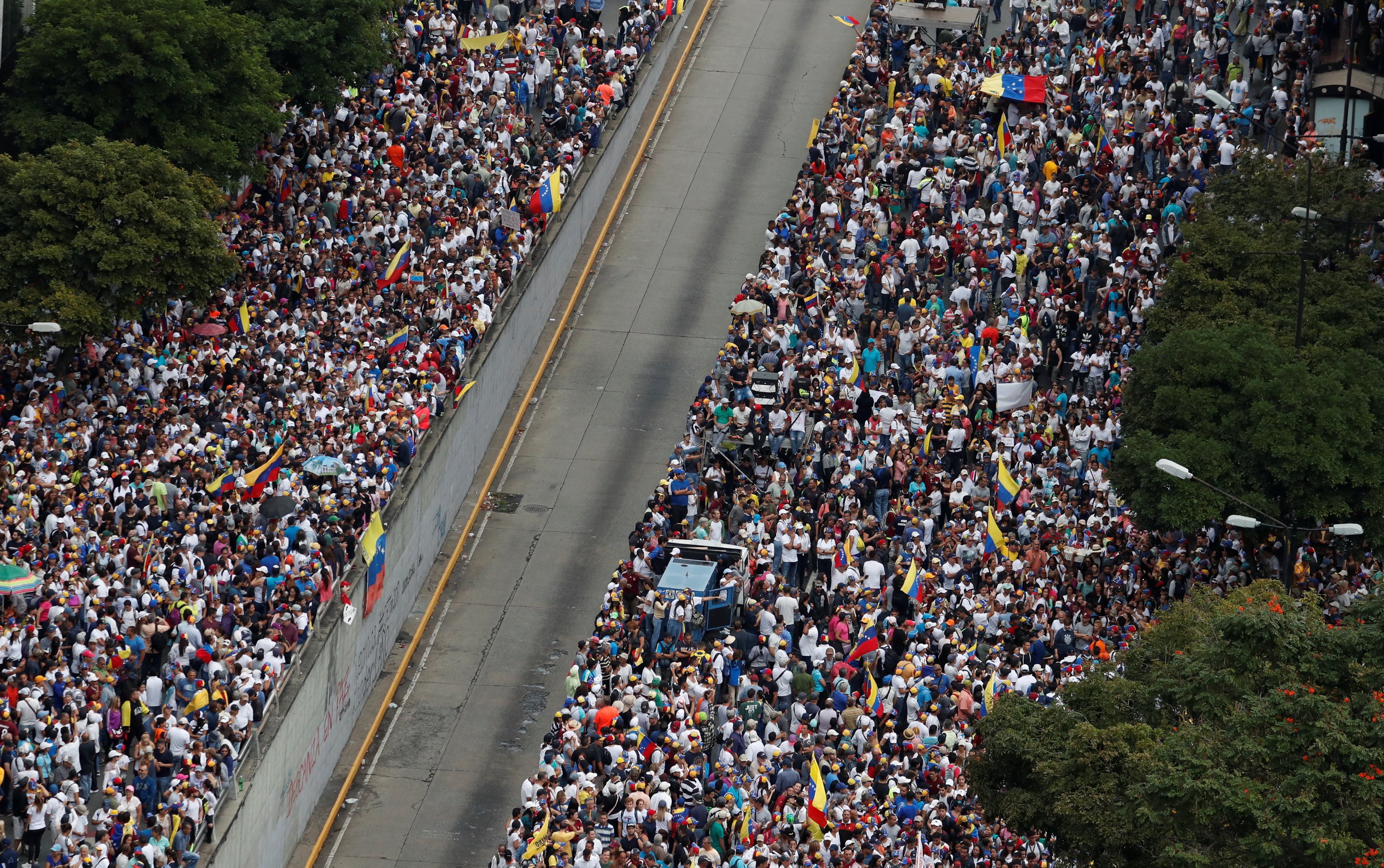 El centro de Caracas se llenó poco después de la hora de convocatoria