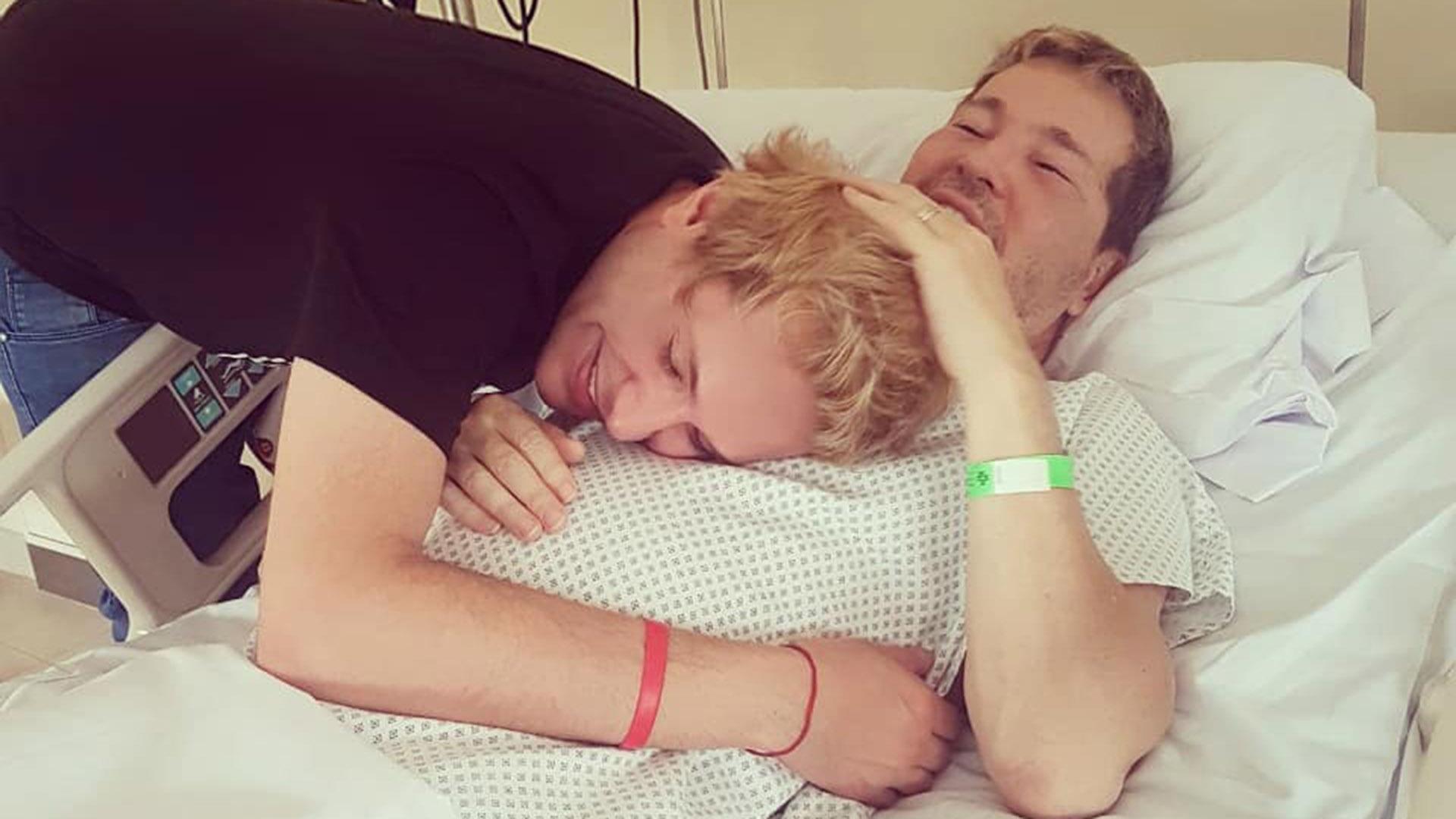 Guido Suller fue hospitalizado en un hospital australiano debido a una inflamación facial y fiebre. Su esposo, Tomasito, estaba en Córdoba y fue a Buenos Aires a visitarlo.