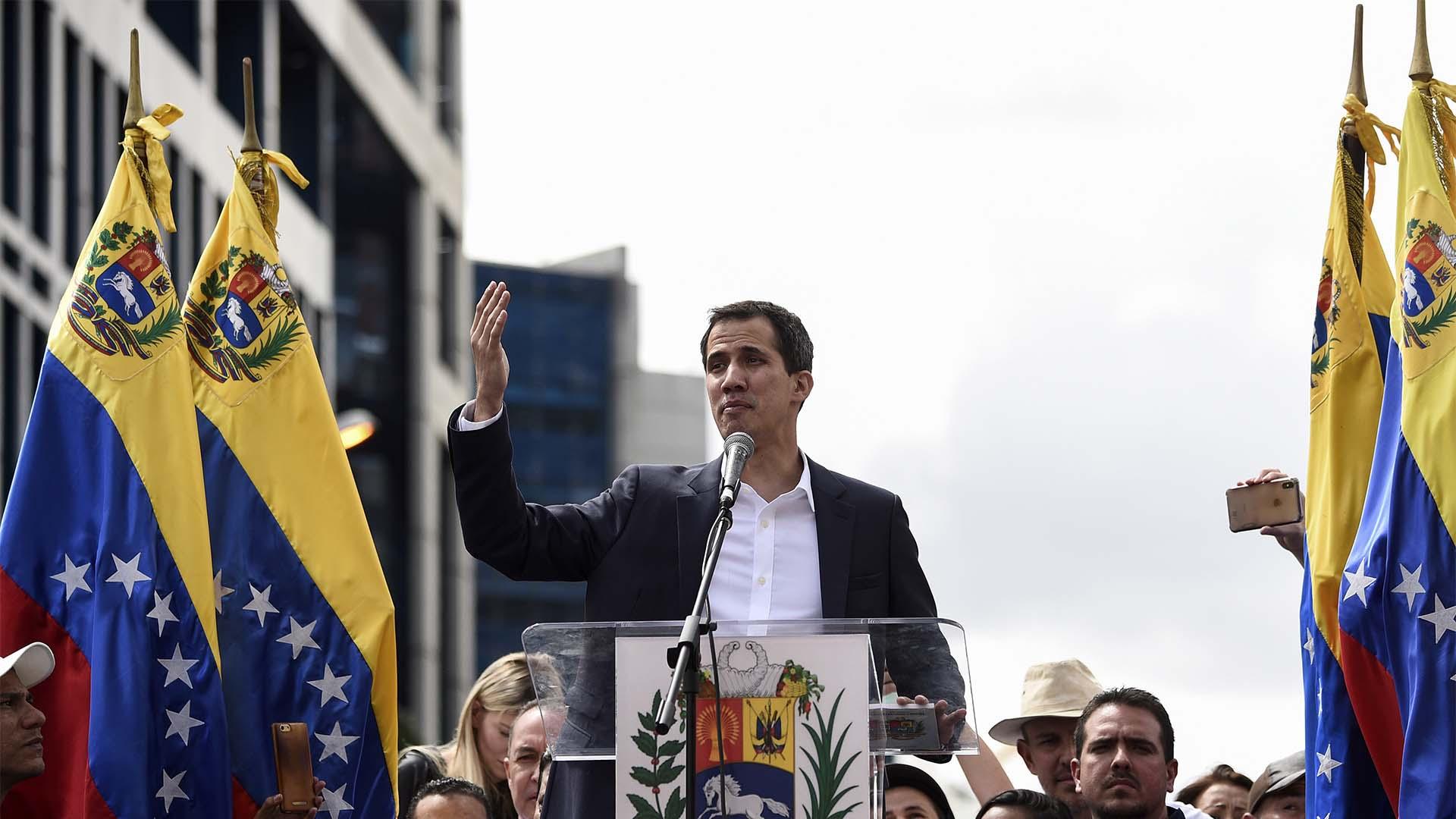 Juan Guaidó al jurar el miércoles 23 de enero como presidente interino de Venezuela. (Foto: Archivo)