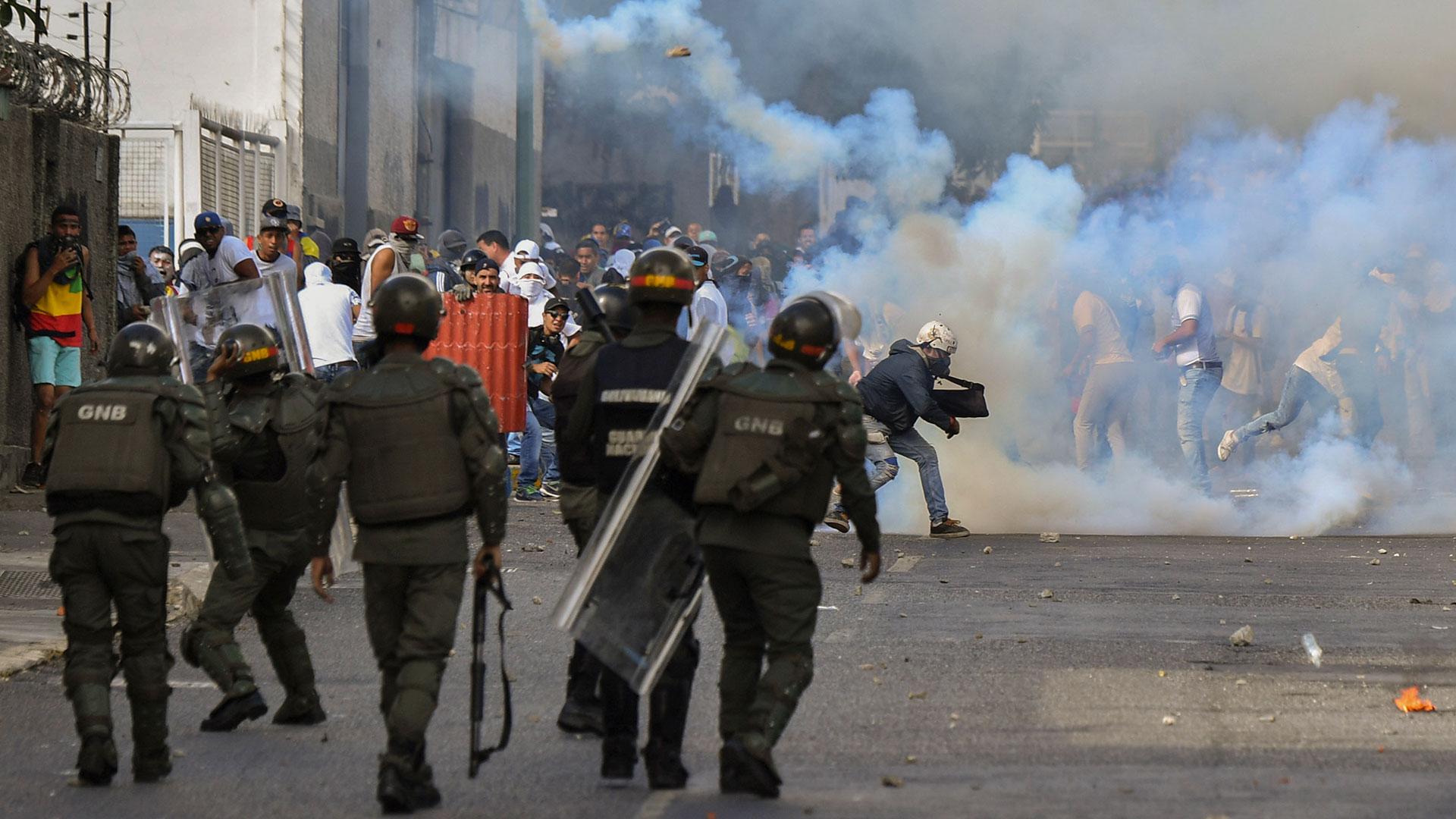 Aseguran que agentes cubanos están infiltrados en la GNB y la inteligencia venezolana (AFP)
