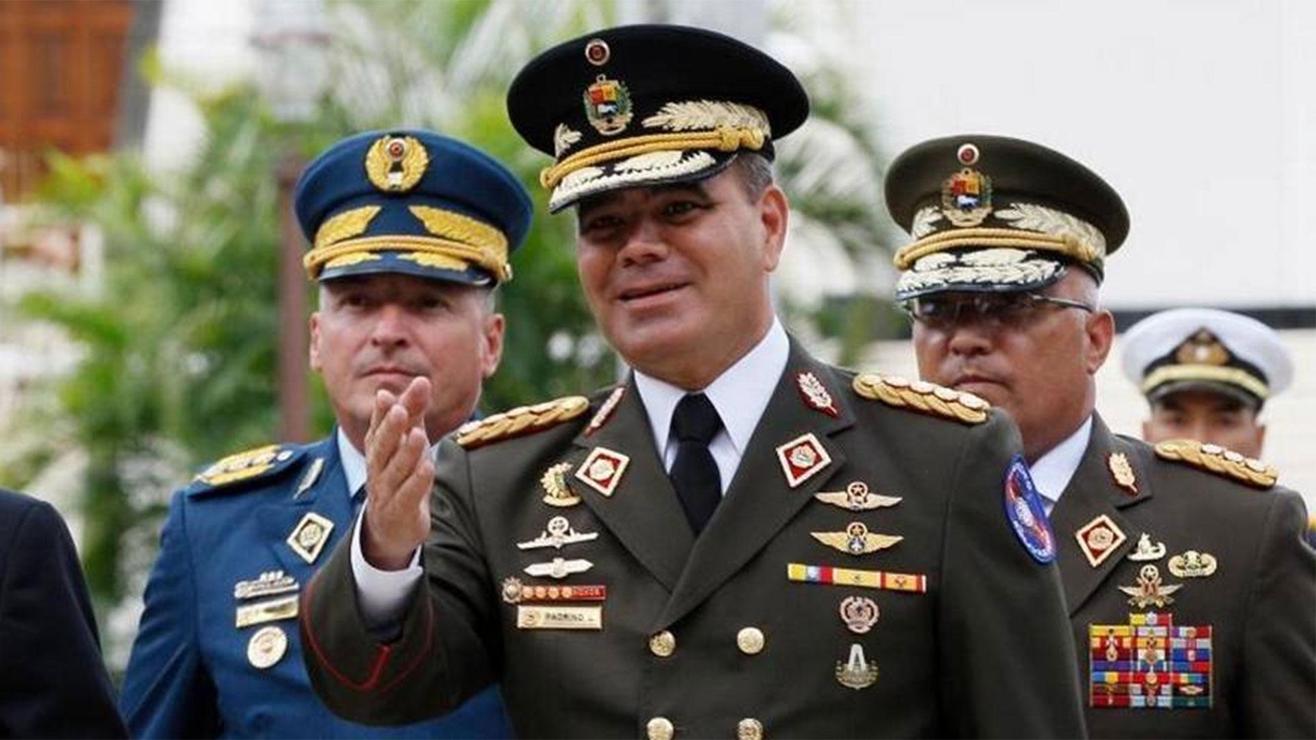 Cómo era y por qué falló el pacto entre Vladimir Padrino y los Estados  Unidos para detener o expulsar a Maduro - Infobae