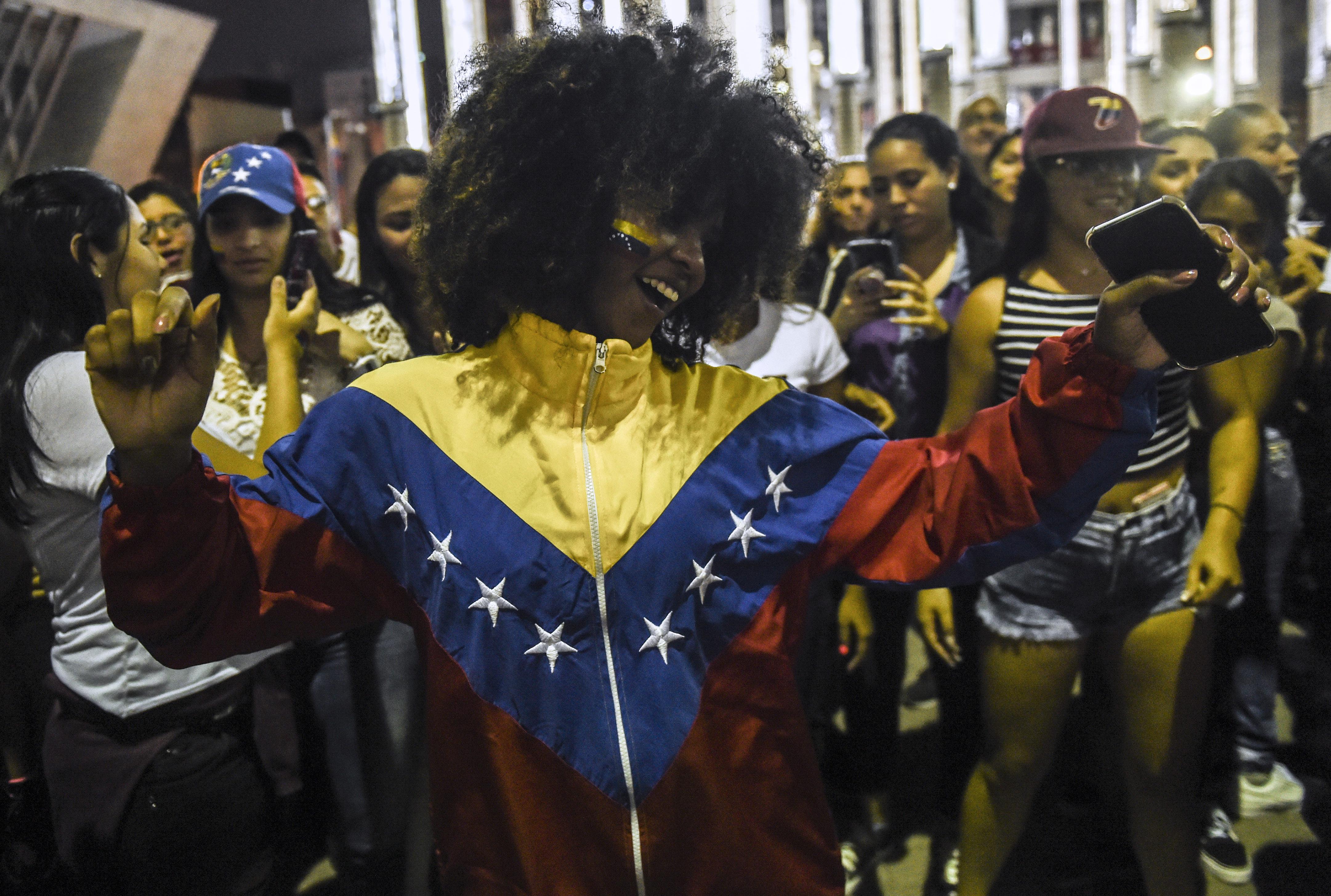 Venezolana en Medellín. (Photo by JOAQUIN SARMIENTO / AFP)