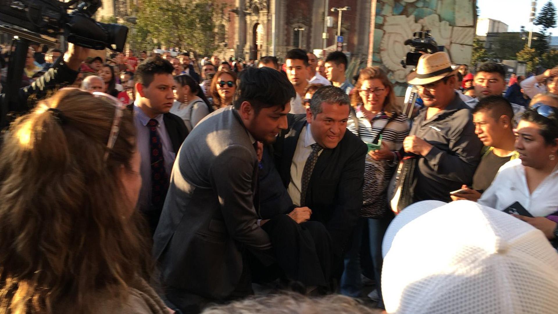 El momento en el que se desvaneció el legislador (Foto: @Andreart2001)