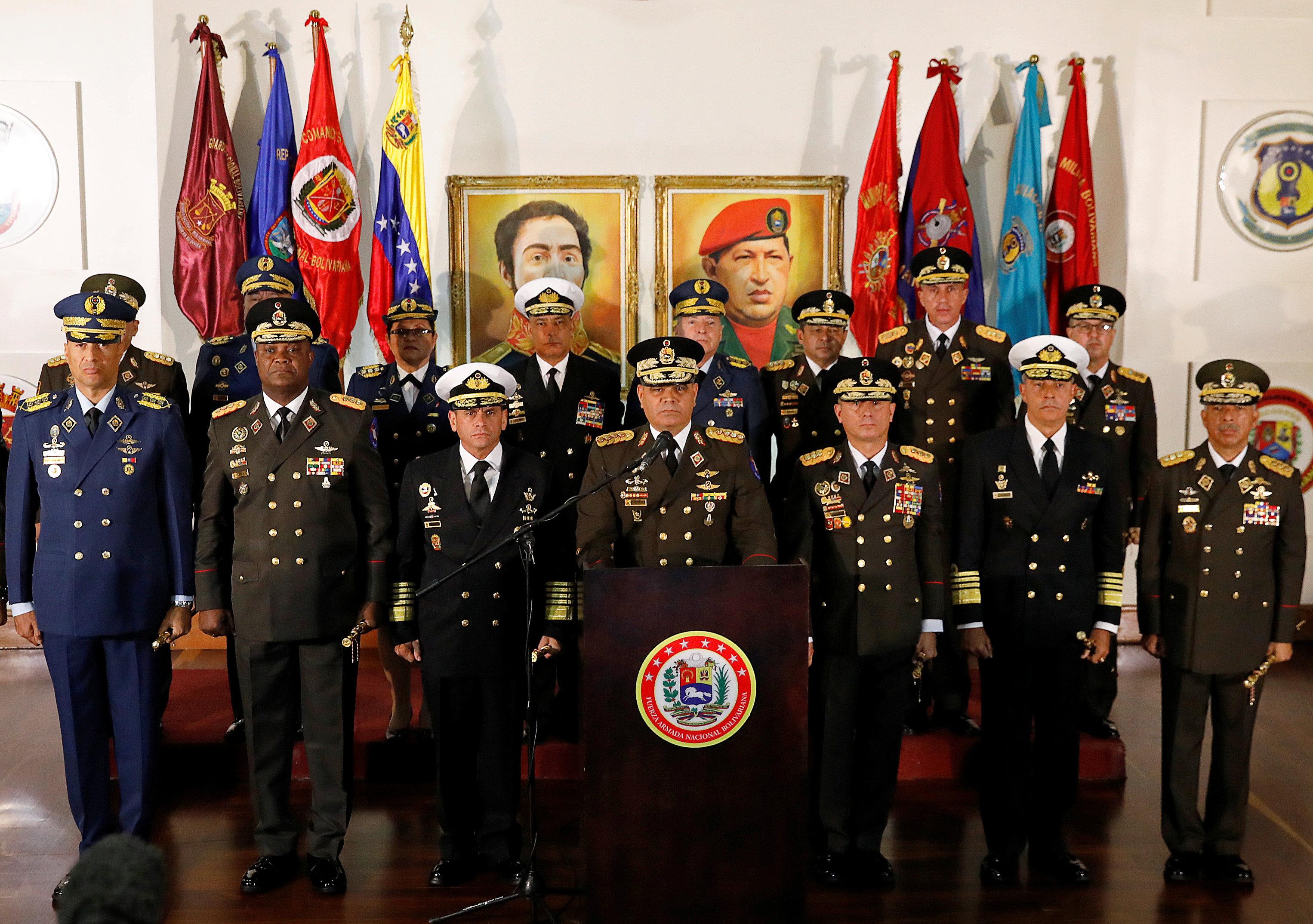 El mensaje de Vladimir Padrino López junto al resto del alto mando militar manifestando su apoyo a Maduro (REUTERS/Manaure Quintero)