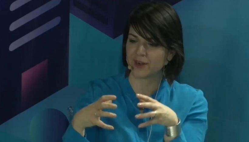 Mónica Araya, experta en movilidad eléctrica y energías renovables, habló sobre el impacto de los buses eléctricos en el medio ambiente, en el marco del evento Enel Focus On