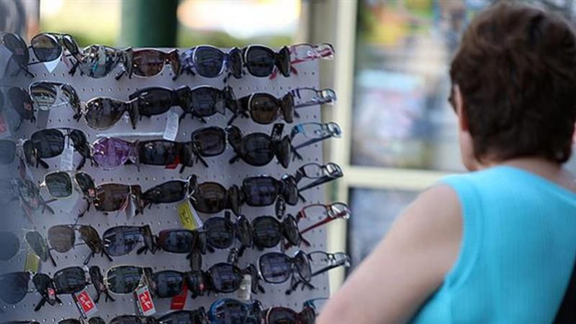 Desde siempre, los oculistas advierten lo peligroso que es comprar estos anteojos en la calle