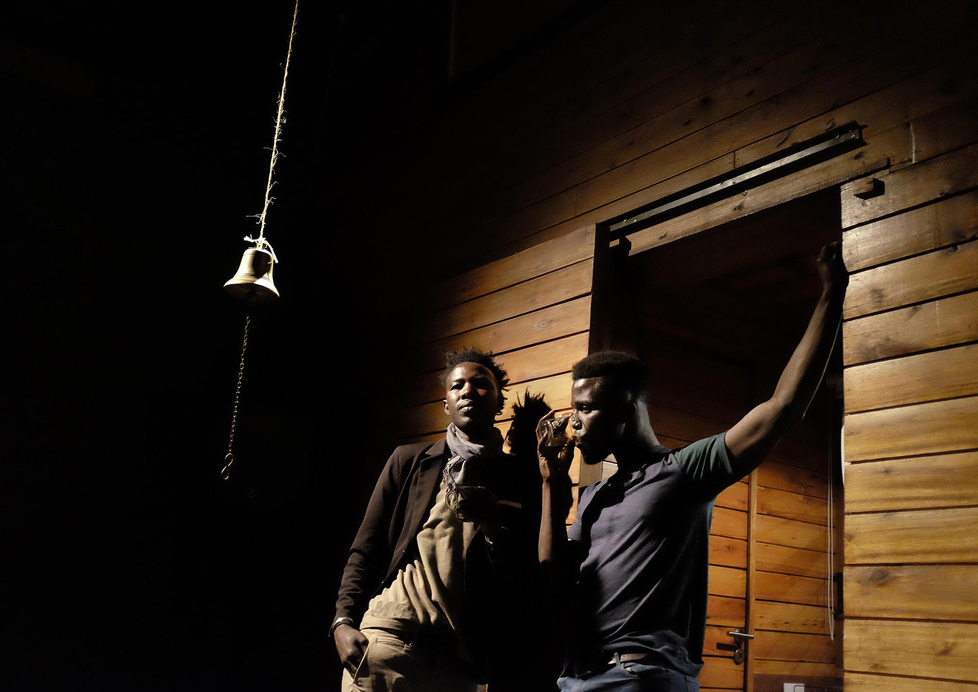 """Mbagny Sow y Fallou Cisse en """"Los amigos"""". Foto: Nicolás Goldberg"""
