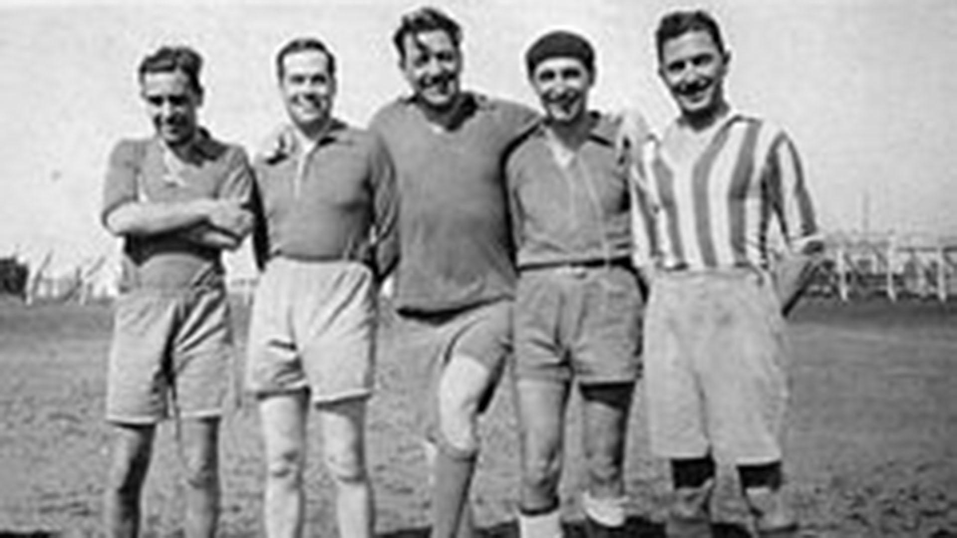 Frondizi (segundo a la derecha) jugando en las divisiones inferiores de Almagro