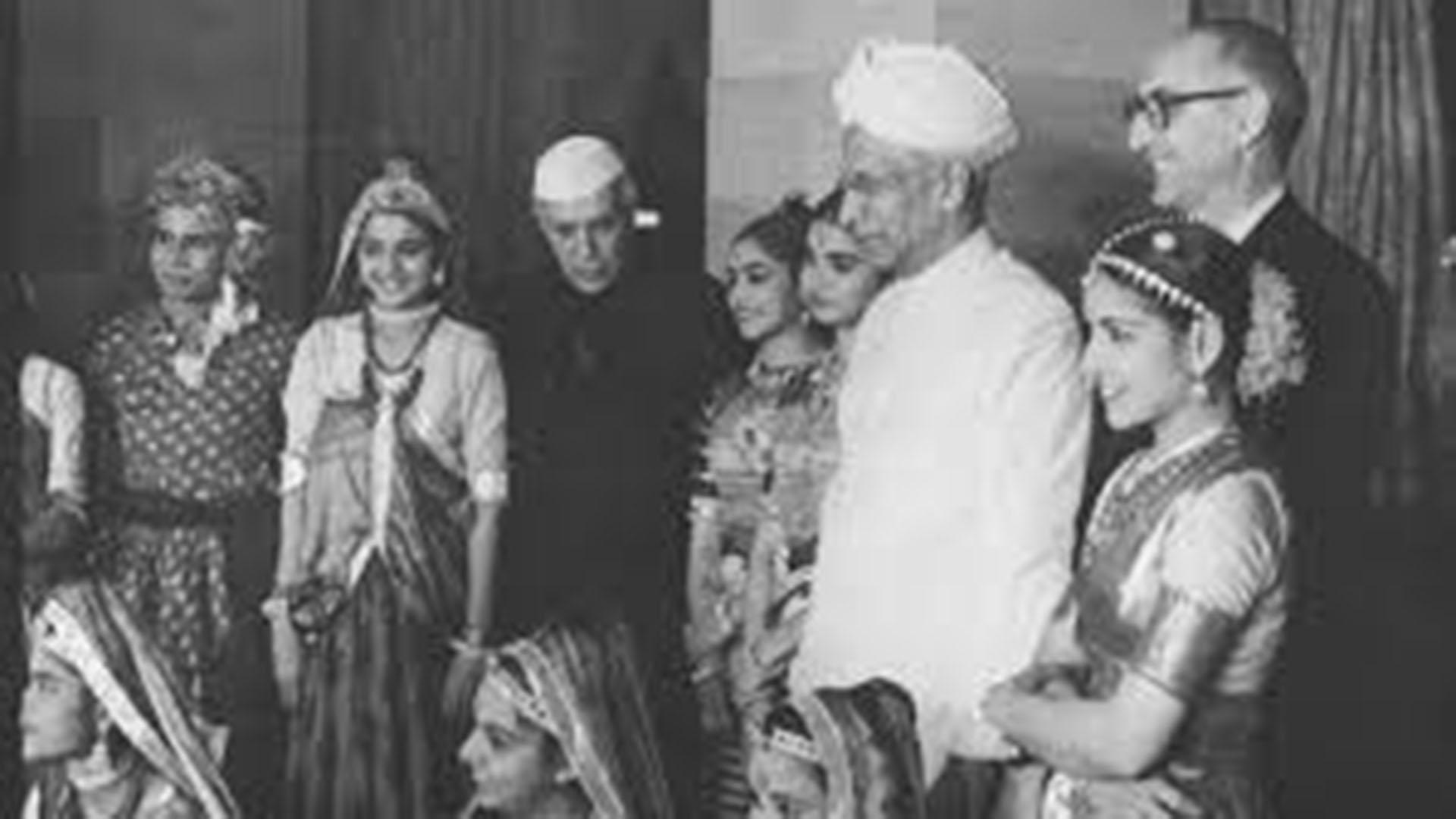 Frondizi en la India, con el primer ministro Nehru