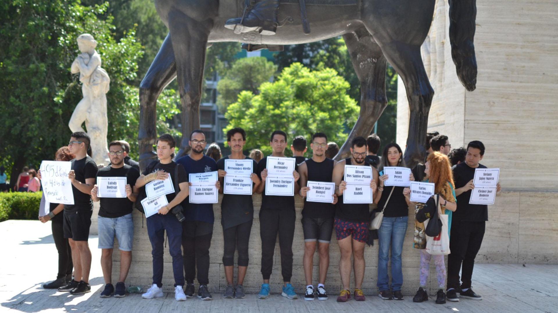 En sus pancartas llevaron los nombres de los 29 muertos por represión