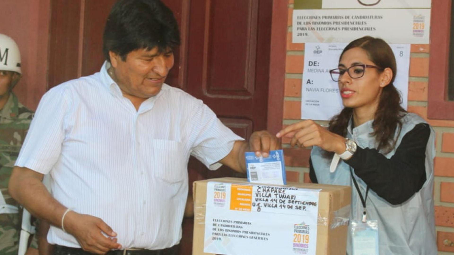 Evo Morales votando en las elecciones primarias(REUTERS)