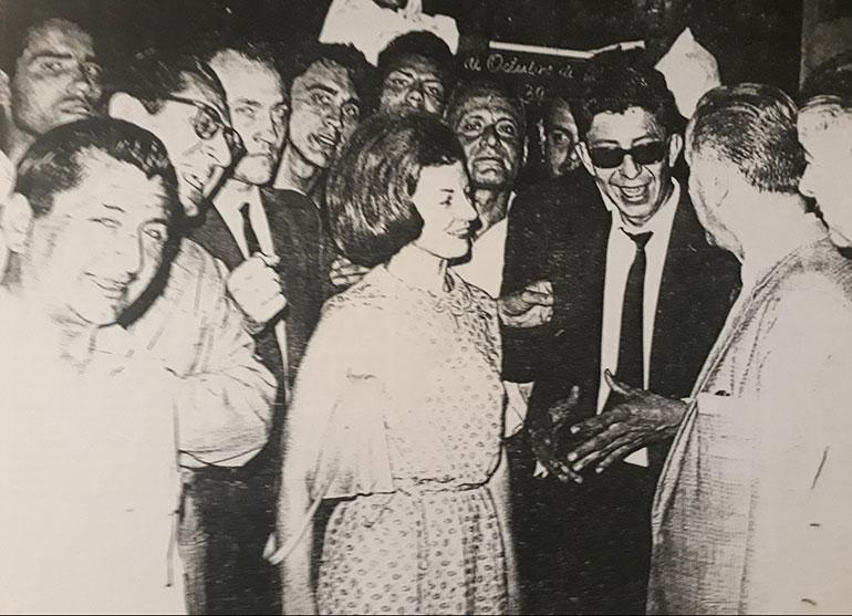 Isabel en el sindicato del azúcar en Tucumán, durante su gira por el país en 1966