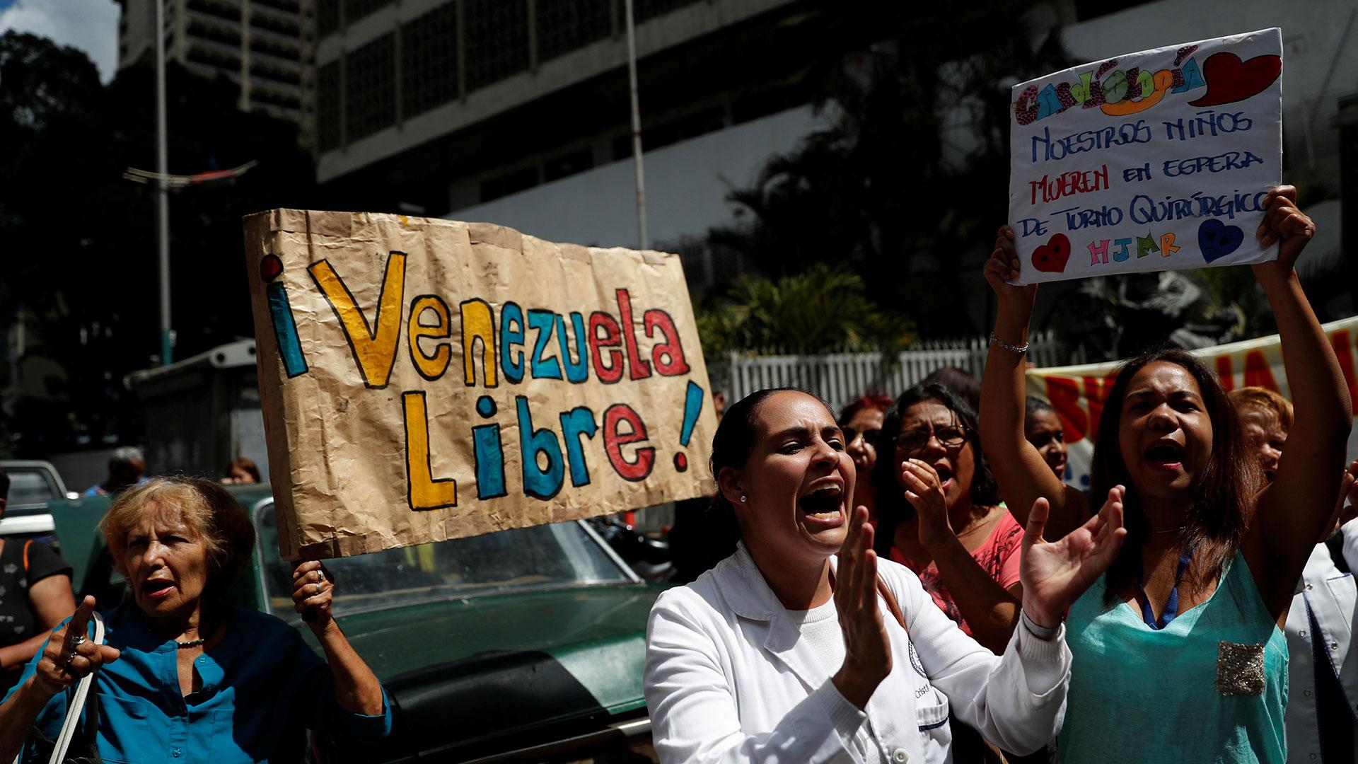 Los venezolanos piden la caída de la dictadura chavista (Reuters)
