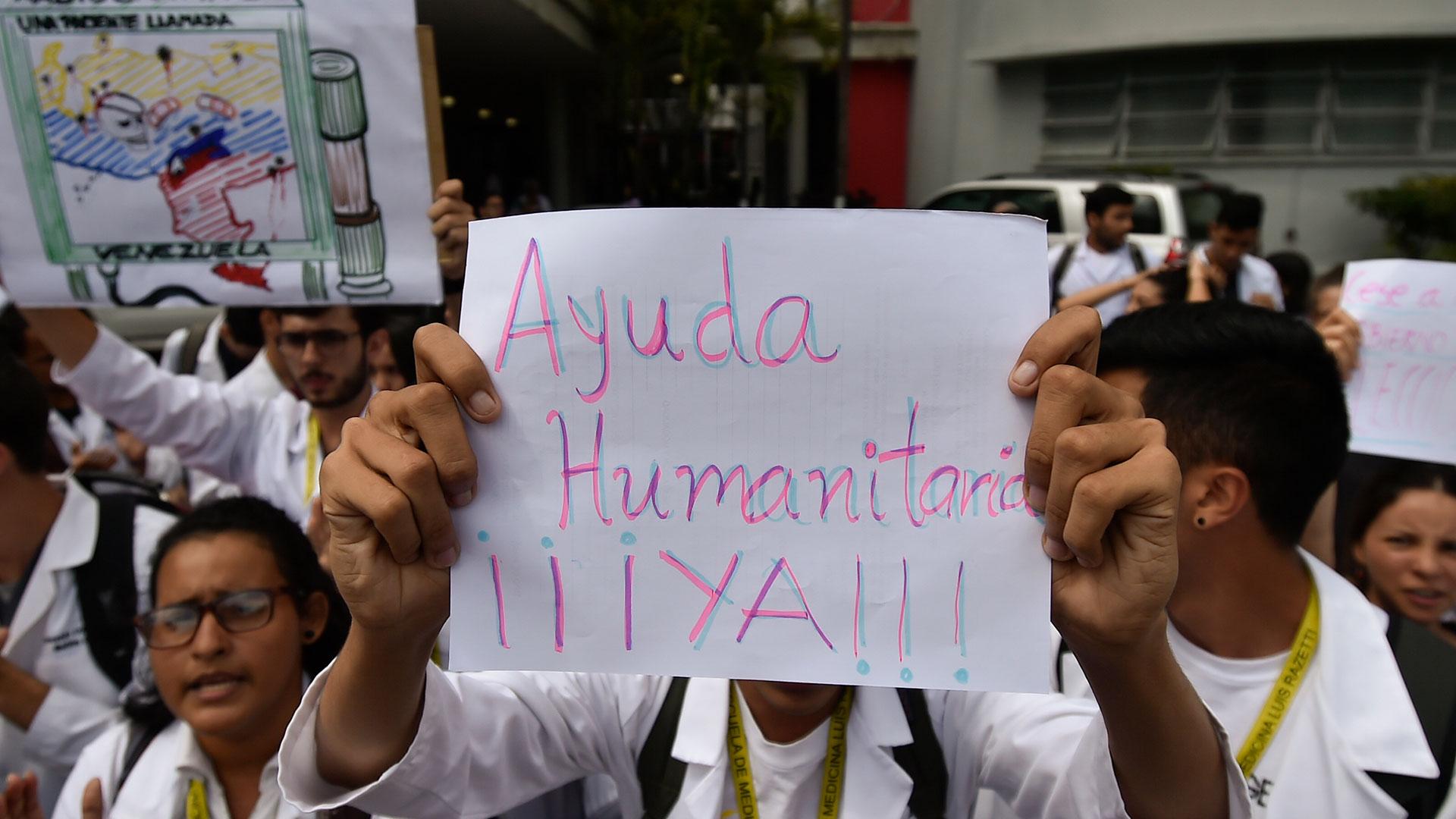Una de las protestas en la que la gente reclama la llegada de ayuda humanitaria (AFP)