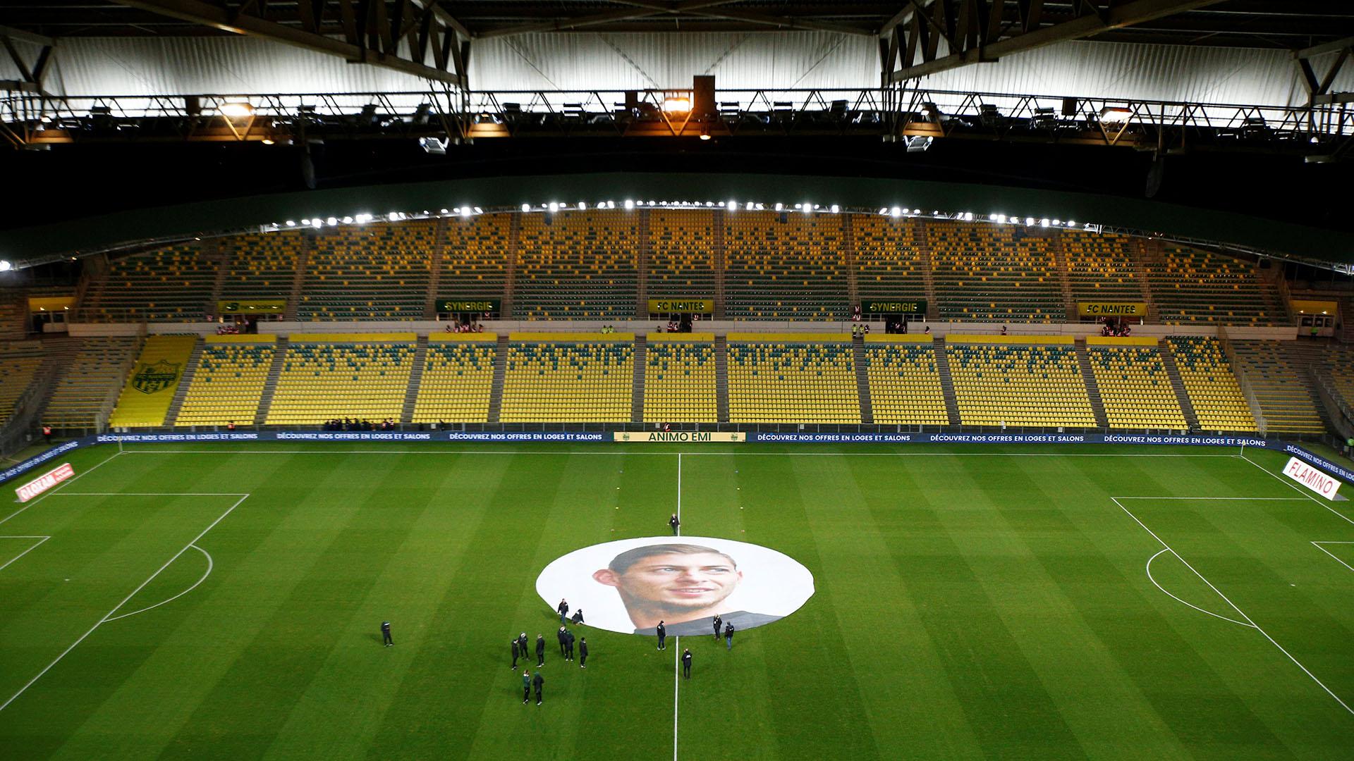 En el centro del campo de juego se colocó una imagen gigante de Sala