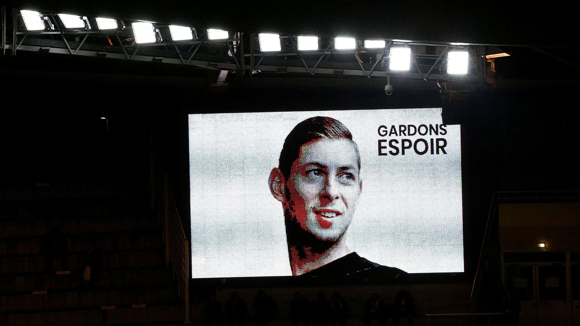En el estadio del Nantes, hoy el público recordó al delantero y lo ovacionó en el minuto 9, cuando se detuvo el partido para aplaudirlo