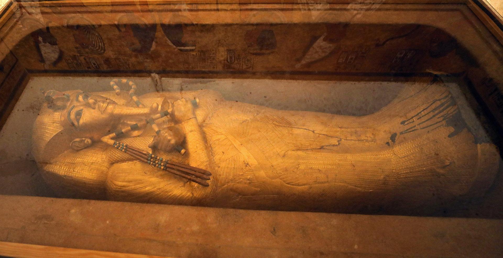 Los vivos colores de la tumba de Tutankamón, el faraón más conocido de Egipto, han recuperado su brillo y esplendor gracias a un proyecto de restauración que se ha extendido una década y fue presentado este jueves al público