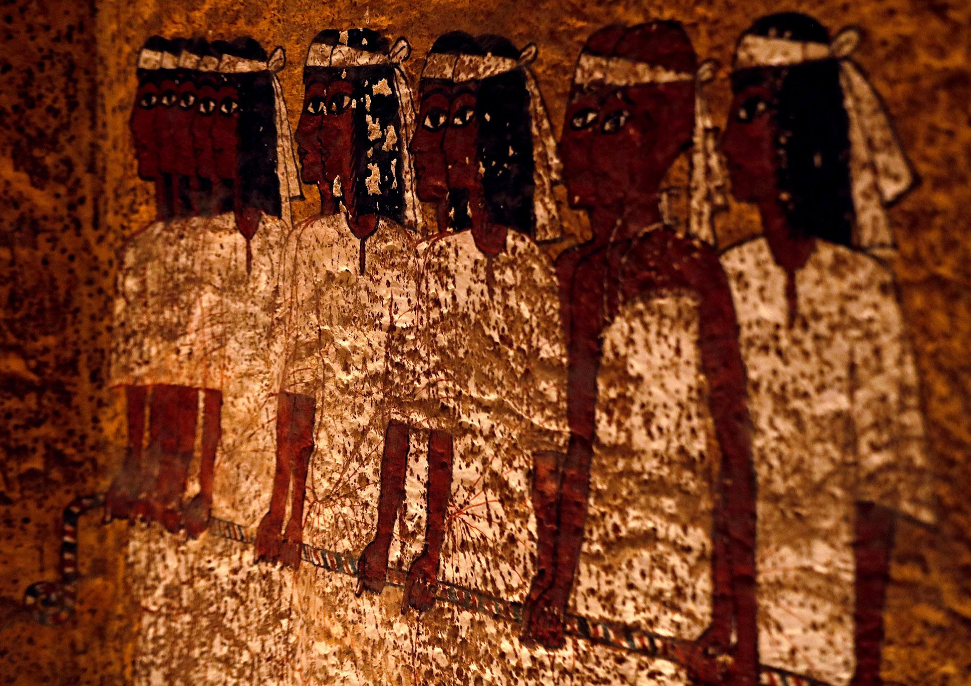 La primera etapa fue un estudio exhaustivo, en particular del estado de las famosas pinturas murales color amarillo y ocre que decoran la cámara funeraria del joven faraón Tutankamón, quien reinó hace más de 3.300 años