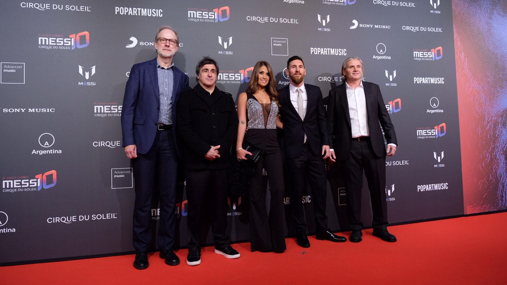 Charles Joron, productor ejecutivo del Cirque du Soleil y el Chairman & CEO de Sony Music Latin Iberia, Afo Verde, junto Messi y Roccuzzo