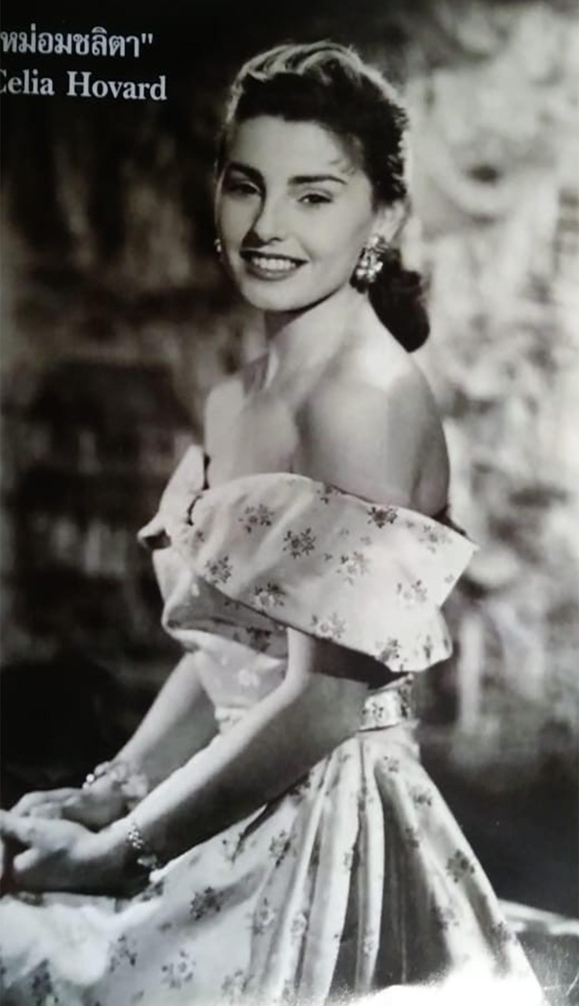 Chelita había estudiado en la Pitman y trabajaba en el Automóvil Club cuando deslumbró con su belleza al príncipe de Siam. Desde ese momento su vida fue lujo y jet set mundial