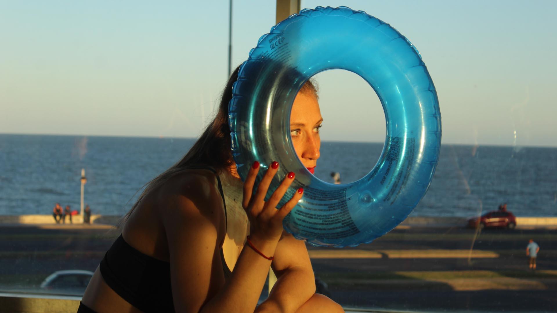 """Detalle de una """"performance itinerante"""" de Mariana Bellotto. Foto: Gentileza Sol Besoytaorube"""