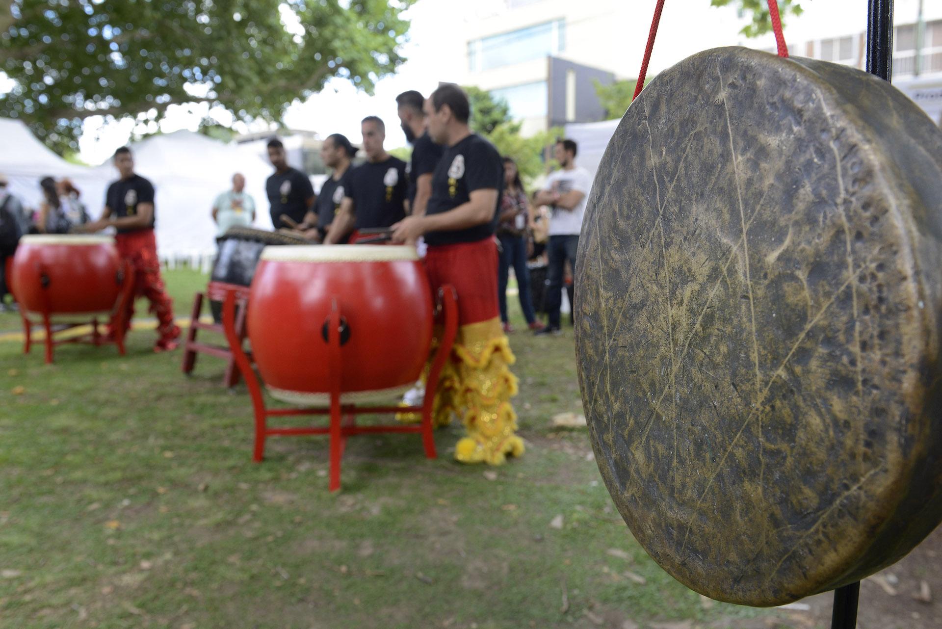 Grupos musicales de todo el país se suman a quienes llegaron especialmente desde China.