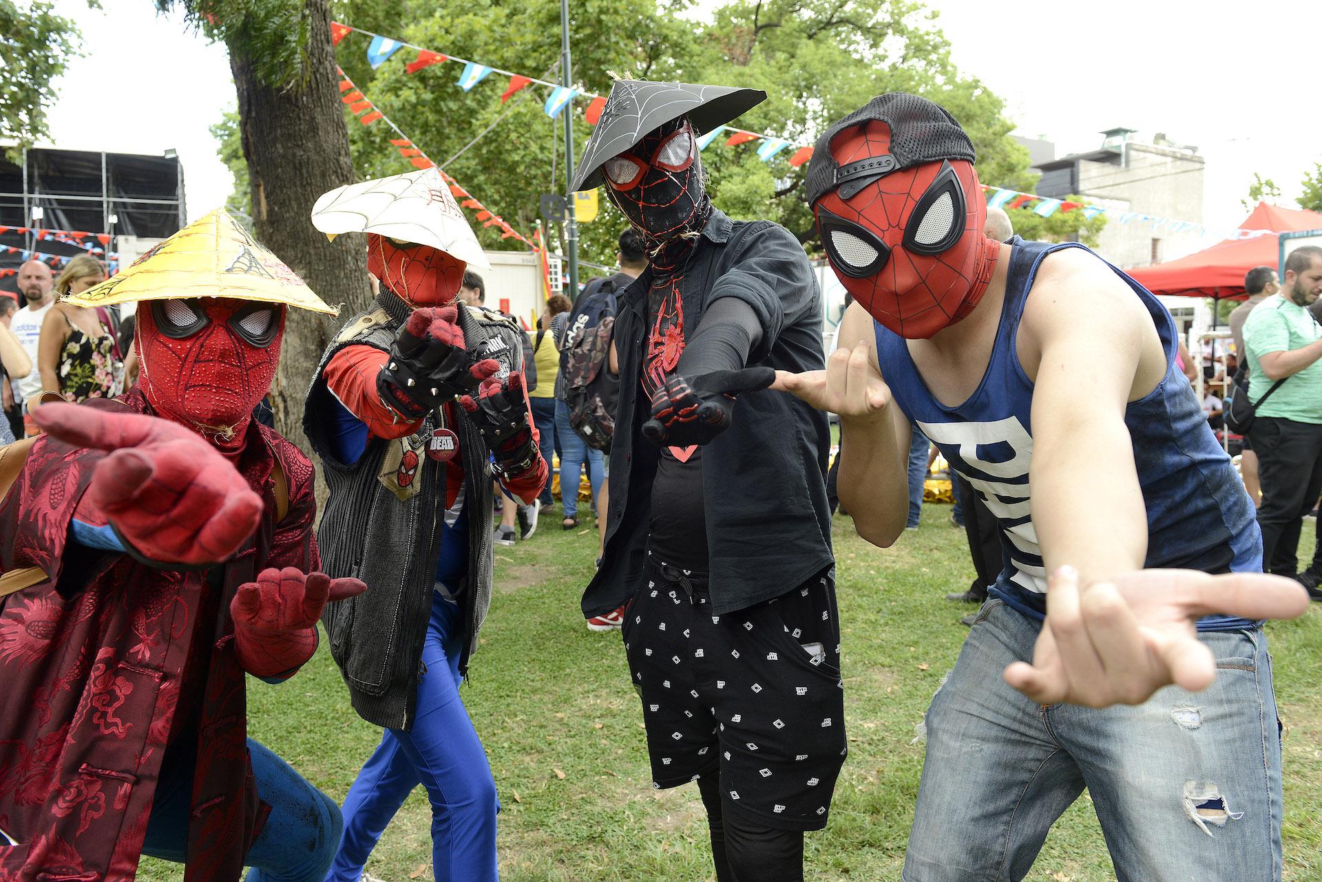 En una conjunción de culturas, se dio un raro duelo de Spidermen orientales.