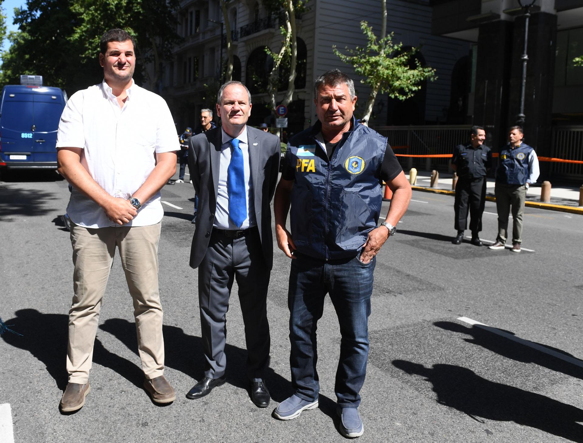 El secretario Eugenio Burzaco, el embajador Ilan Sztulman y el jefe de la Policía FederalNéstor Roncaglia monitorearon el simulacro