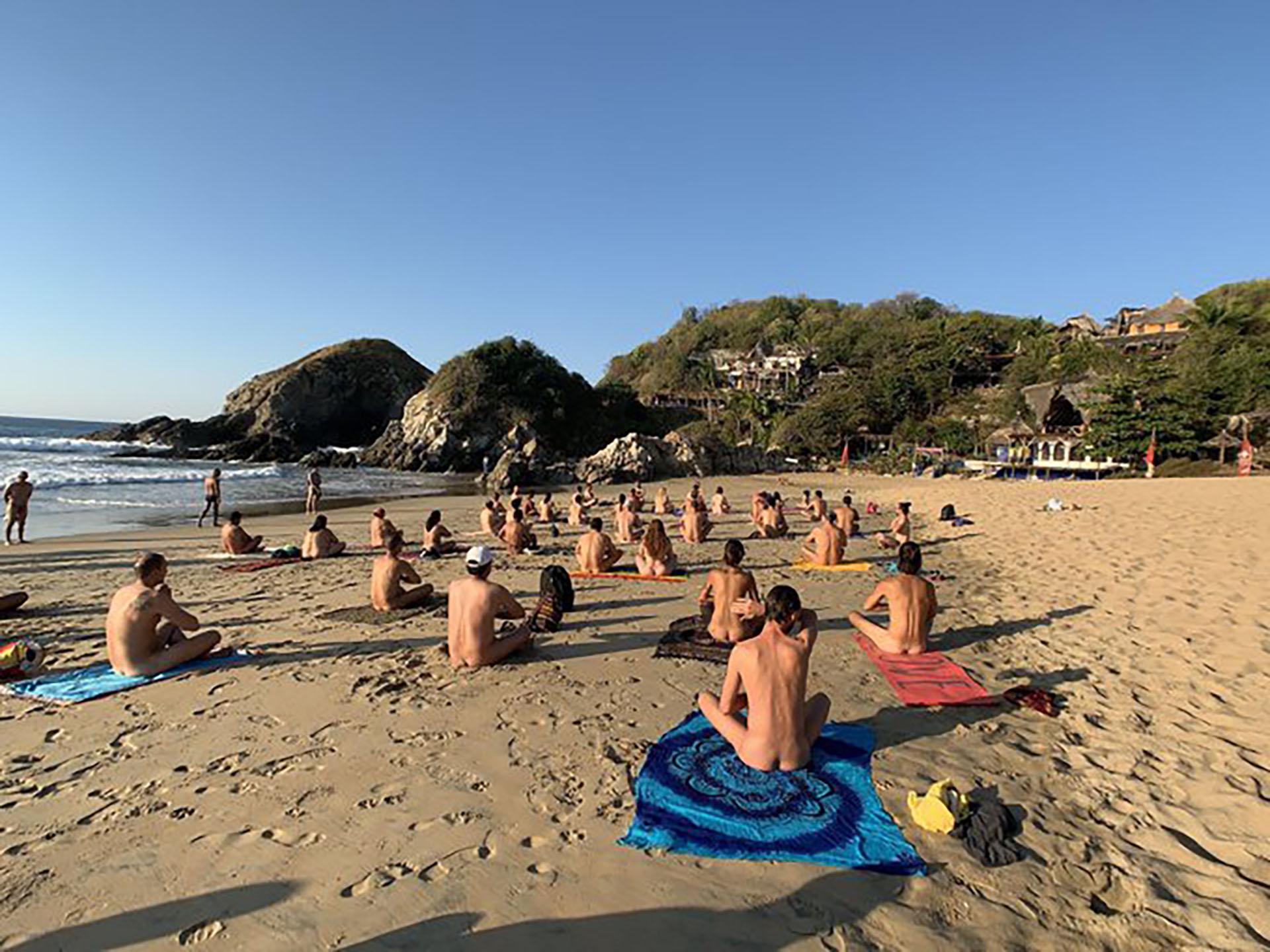 Modelo argentina foto mujer desnuda playa nudista 25
