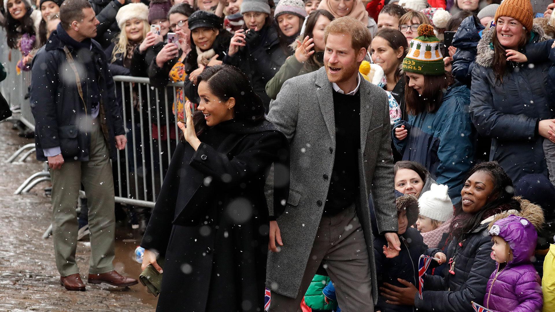 Meghan Markle y el príncipe Harry esperan su primer hijo para abril (AP)