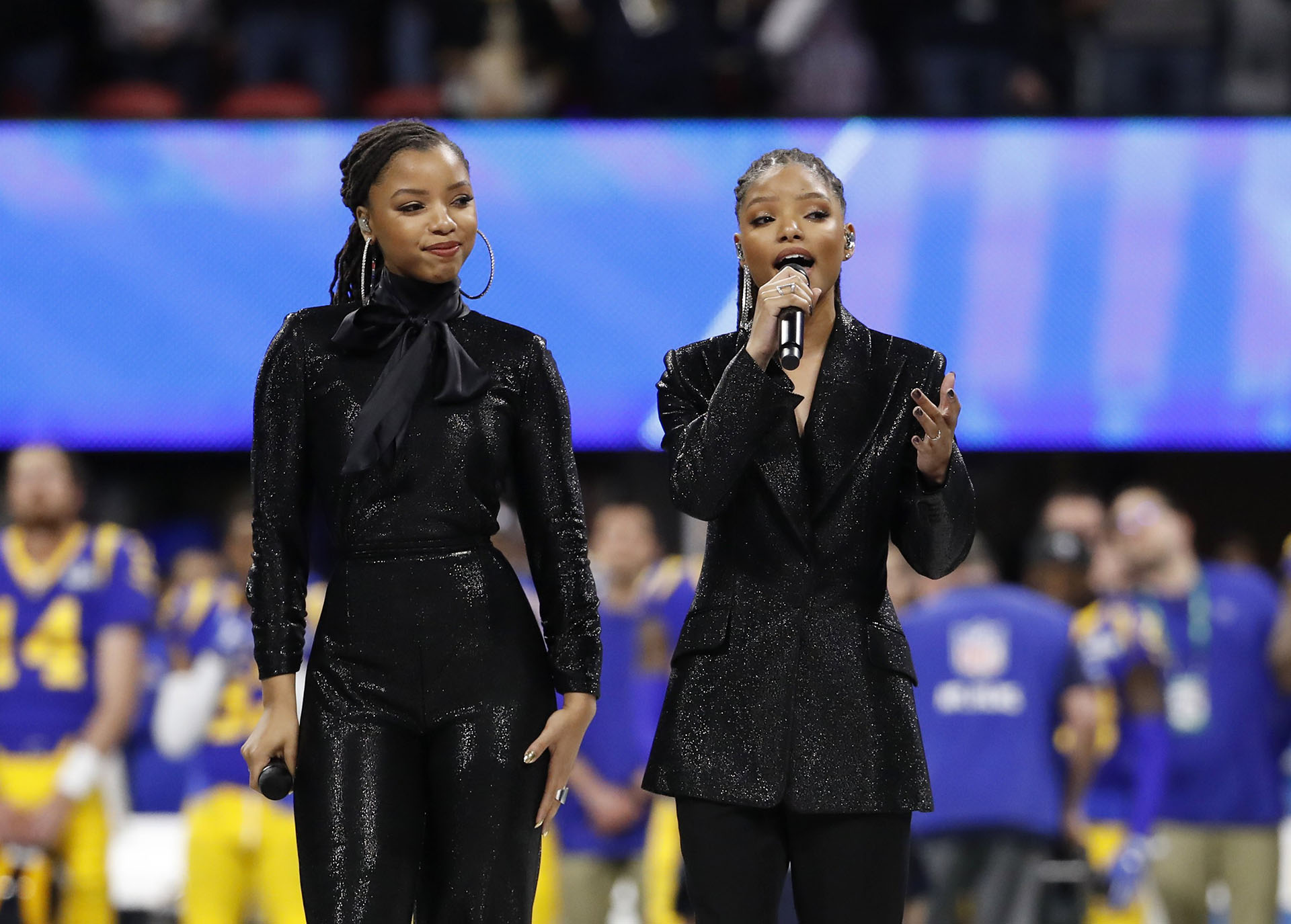 "Chloe and Halle abrieron el Super Bowl con ""America the beautiful"""