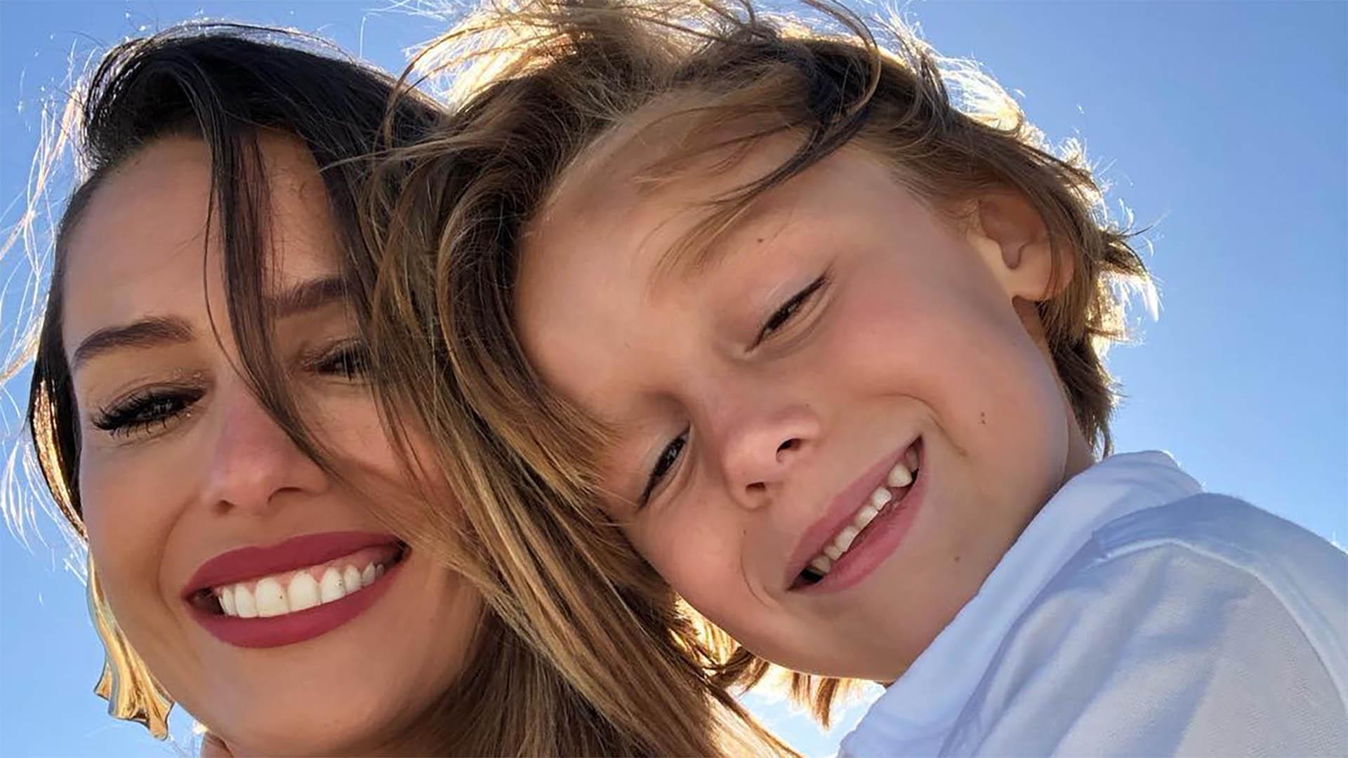 Pampita viajó a las playas de Cancún con sus hijos para descansar y trabajar. La modelo le compartió a sus 3 millones de seguidores una foto acompañada del pequeño Benicio (Foto: Instagram)
