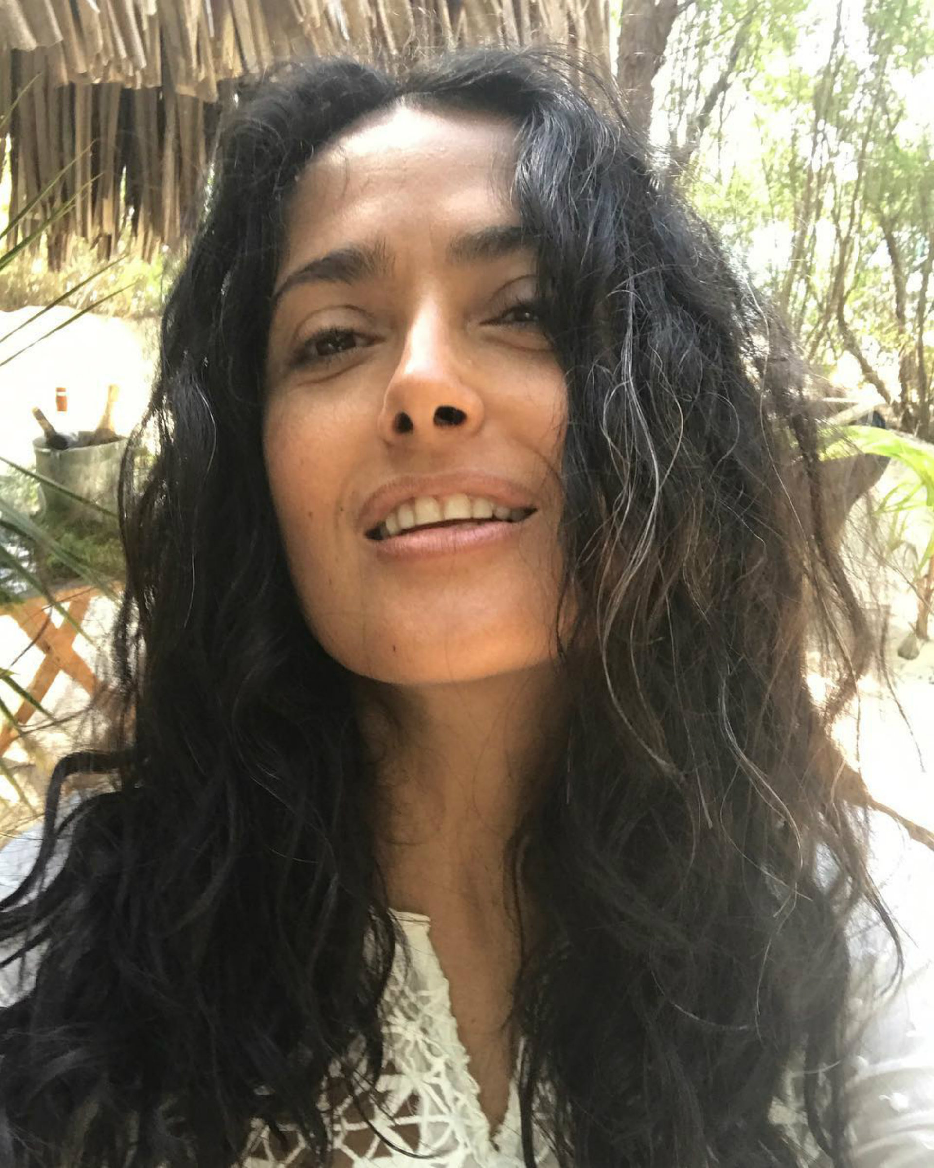 Salma sin maquillaje y luciendo sus canas (Instagram)