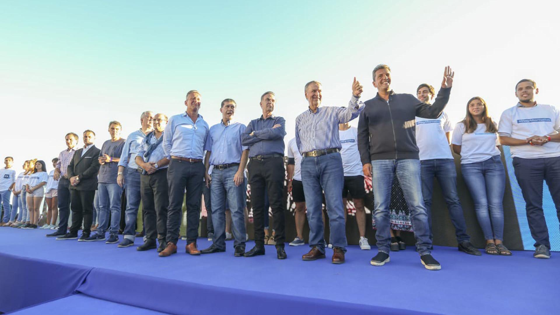 Los principales dirigentes de Alternativa Federal durante un acto en Mar del Plata