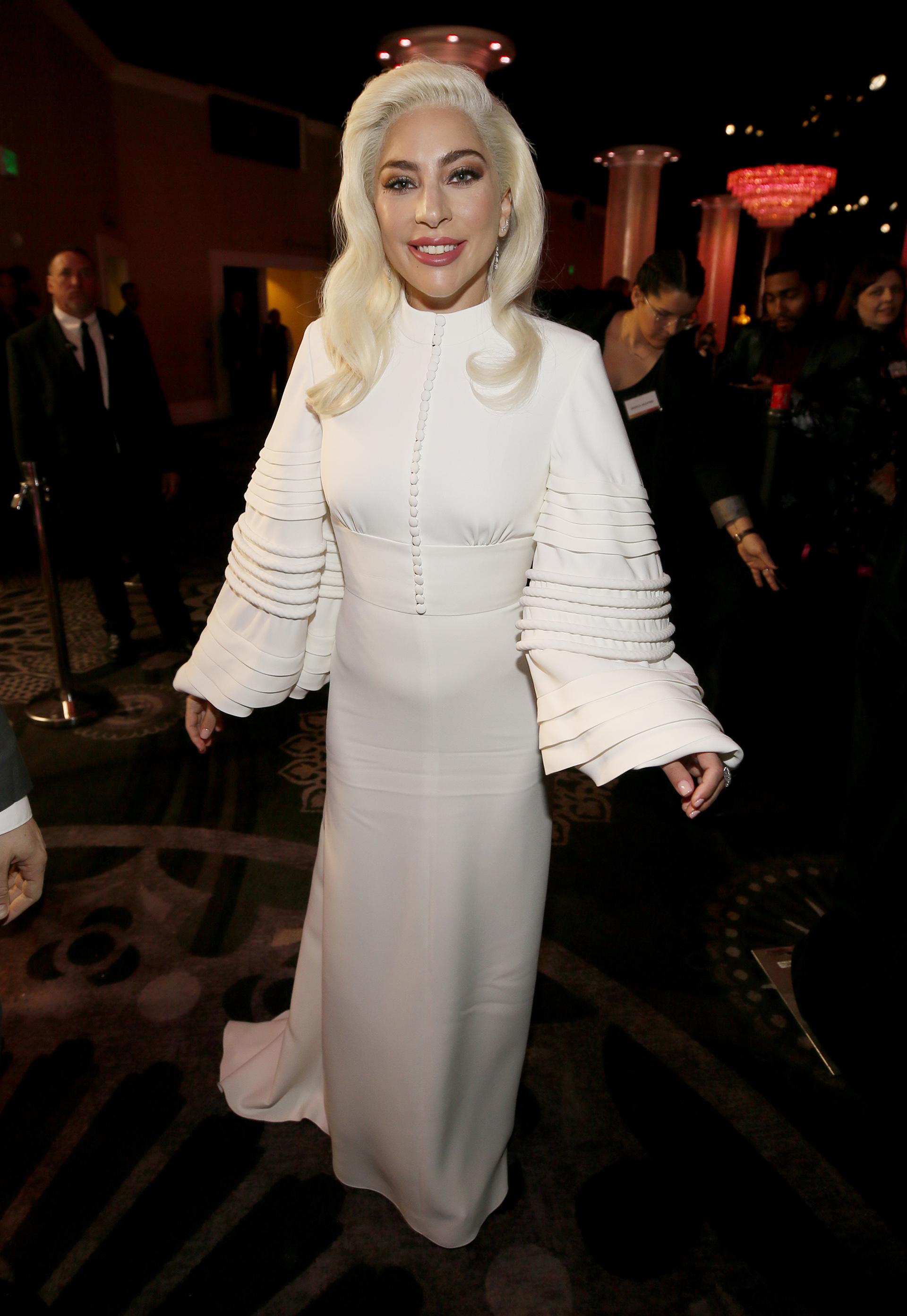Lady Gaga a su llegada al almuerzo en honor a los nominados a los premios Óscar en The Beverly Hilton Hotel