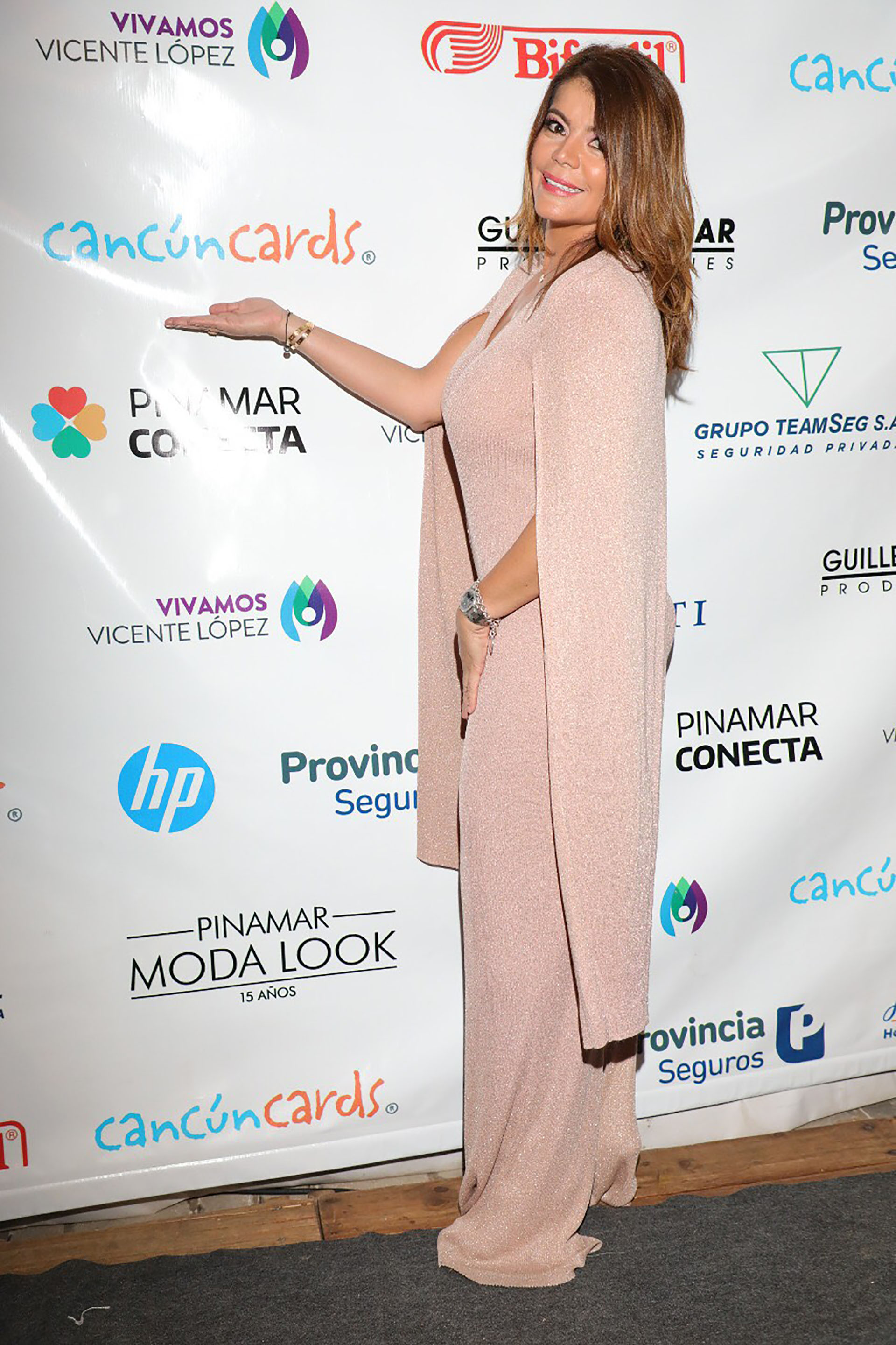 Erika Garcia, embajadora de Cancún Cards, en Pinamar Moda Look 2019