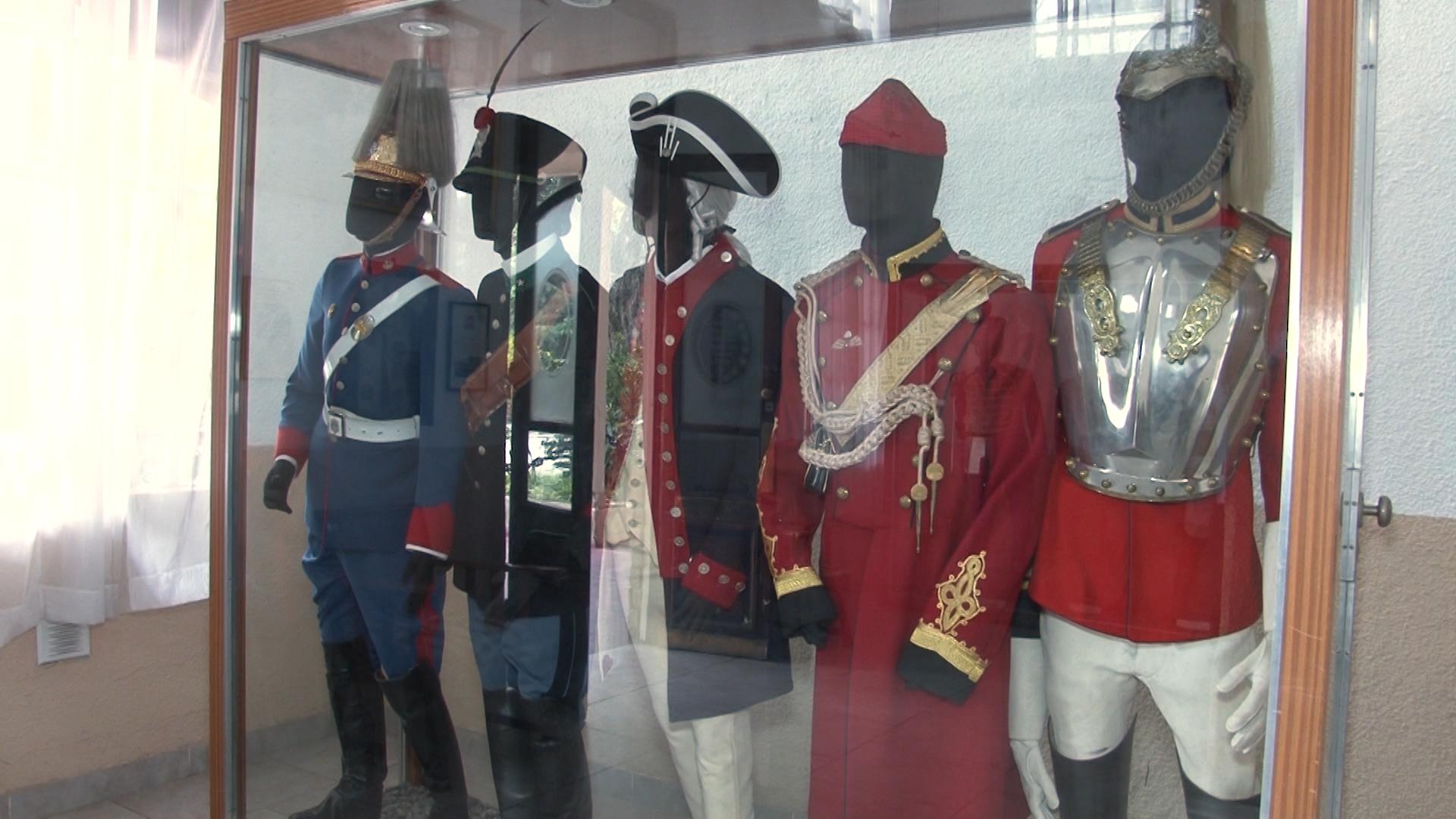En el museo se exhiben los distintos modelos de trajes que utilizaban los granaderos