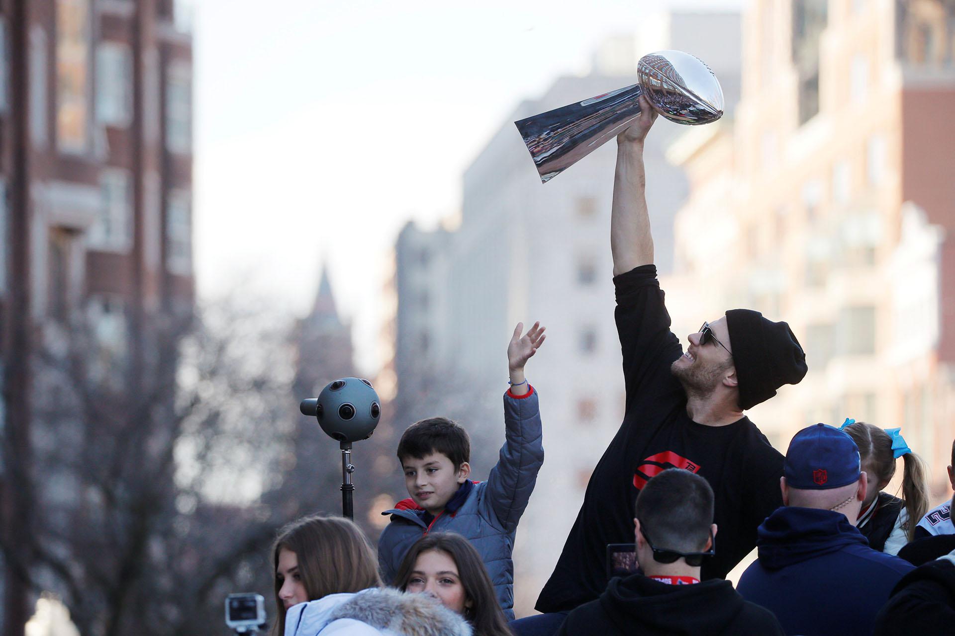 El trofeo Vince Lombardiregresa a Boston tras un año de ausencia